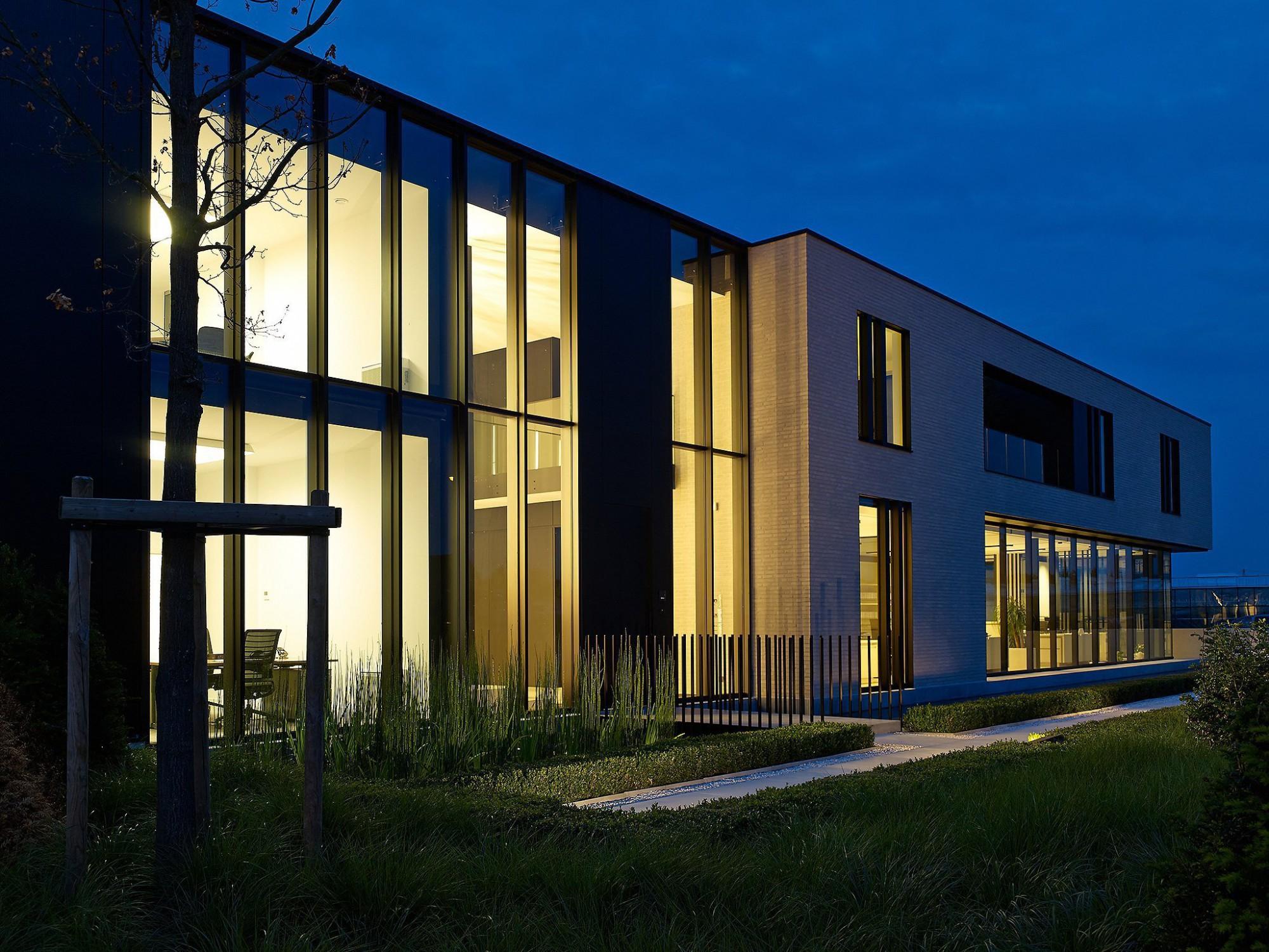 Afbeelding: Architectuur fotografie, kantoorgebouw Turnhout, voor bouwonderneming Fransen.