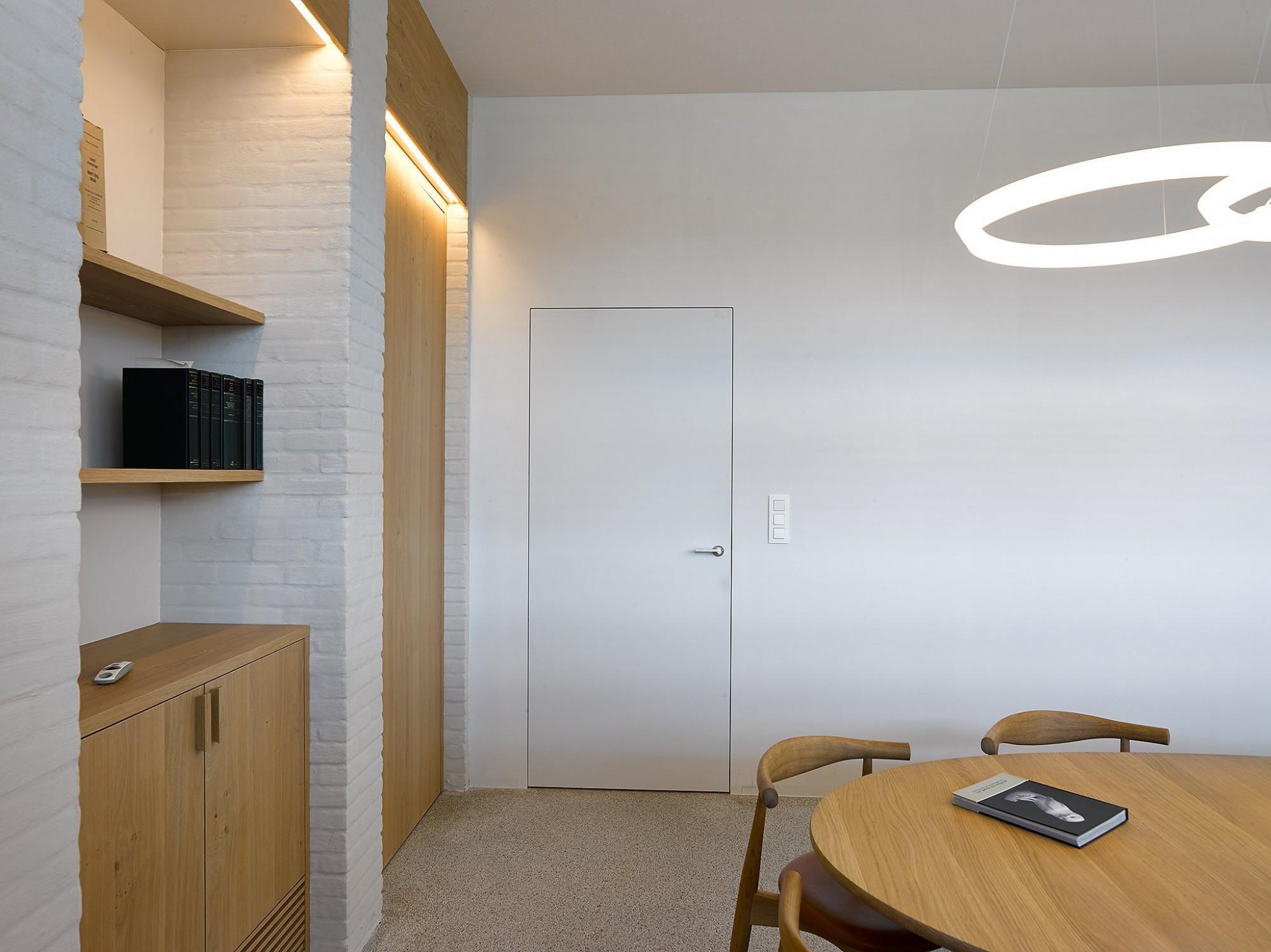Afbeelding: Interieur fotografie, binnendeuren, notariskantoor te Brecht voor Eddy De Prins.