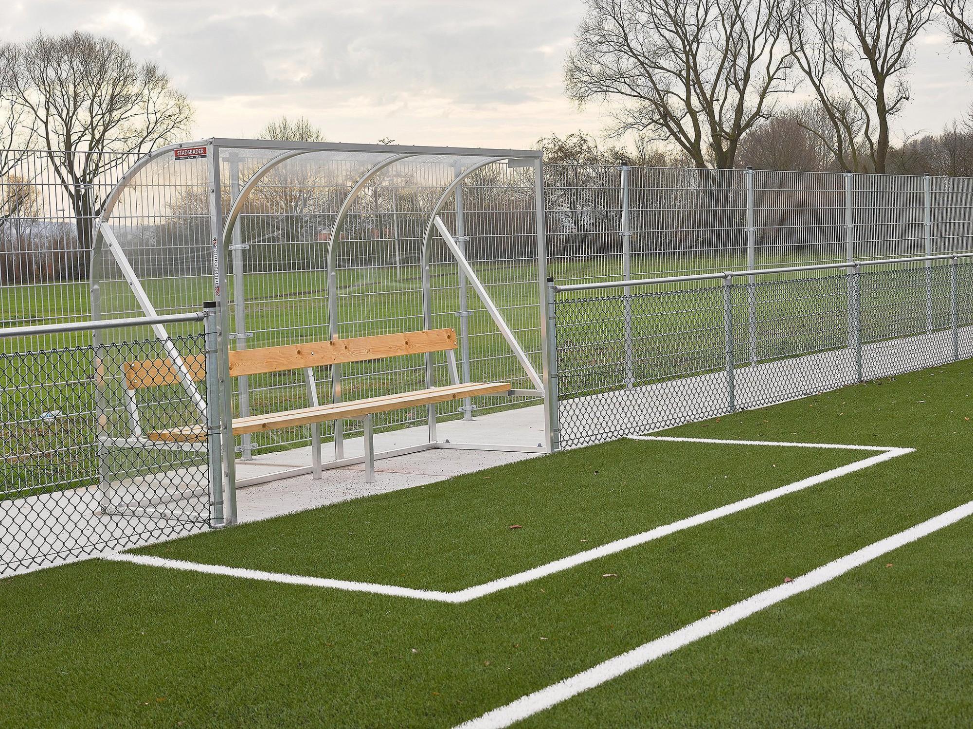 Afbeelding: Infrastructuurwerken aanleg van kunstgrasveld te Kortrijk, door Stadsbader.