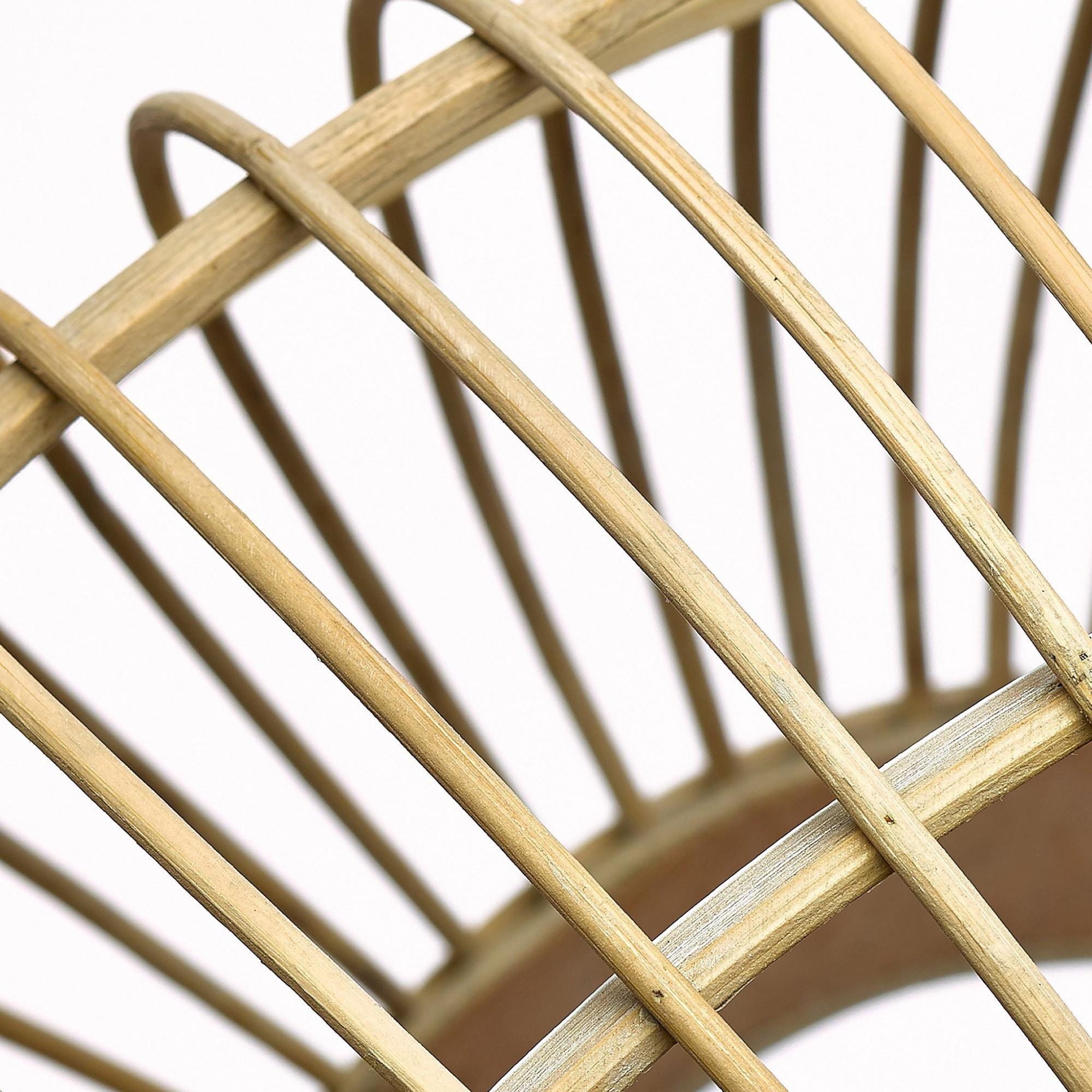 Afbeelding: Studio fotografie op locatie, detail houten lampenkap voor Simla. Productfotograaf Foto Van Huffel.
