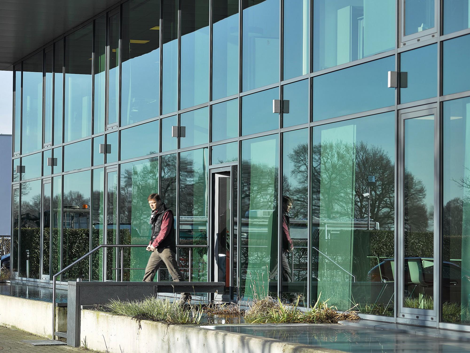 Afbeelding: Kantoor PIT-EIFFAGE, industriebouw, gevel,Ekeren, foto Van Huffel