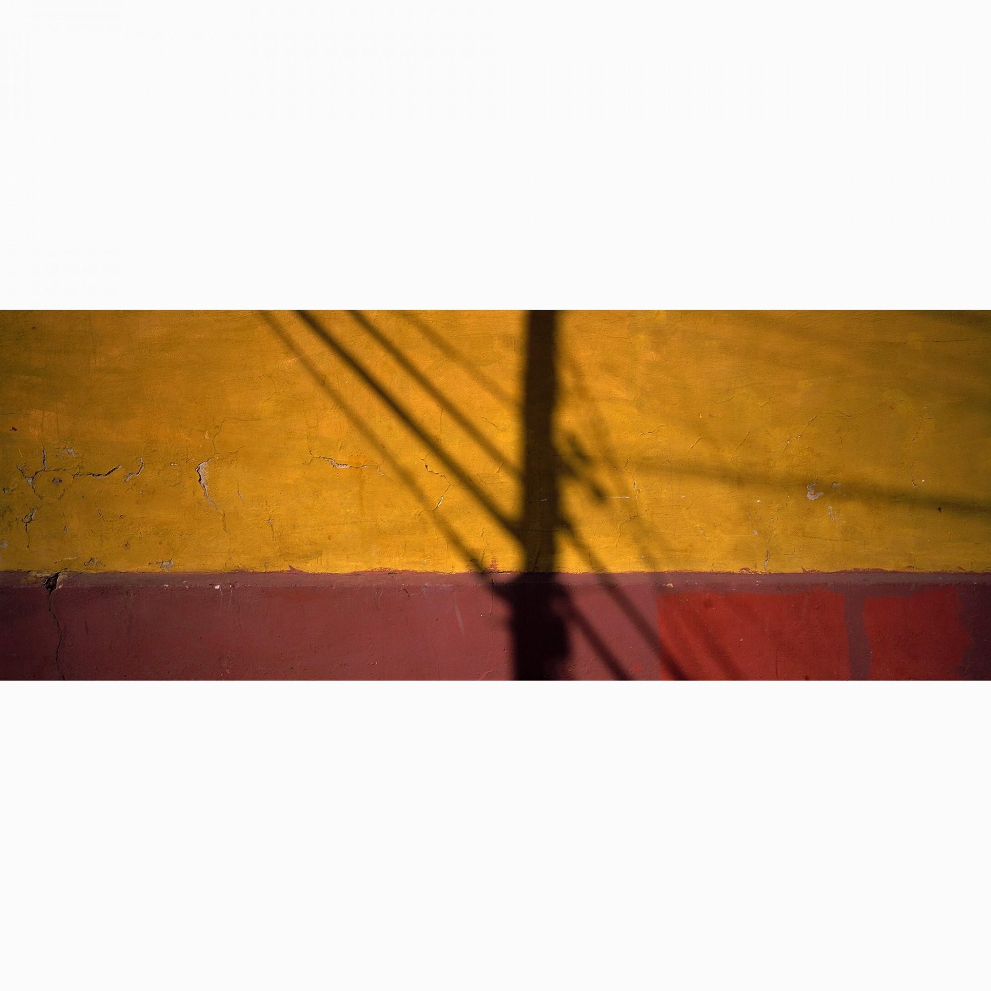 Afbeelding: Fotokunst Dominique Van Huffel, uit de reeks: Muren van geschiedenis. Panoramische opname. Cuba.