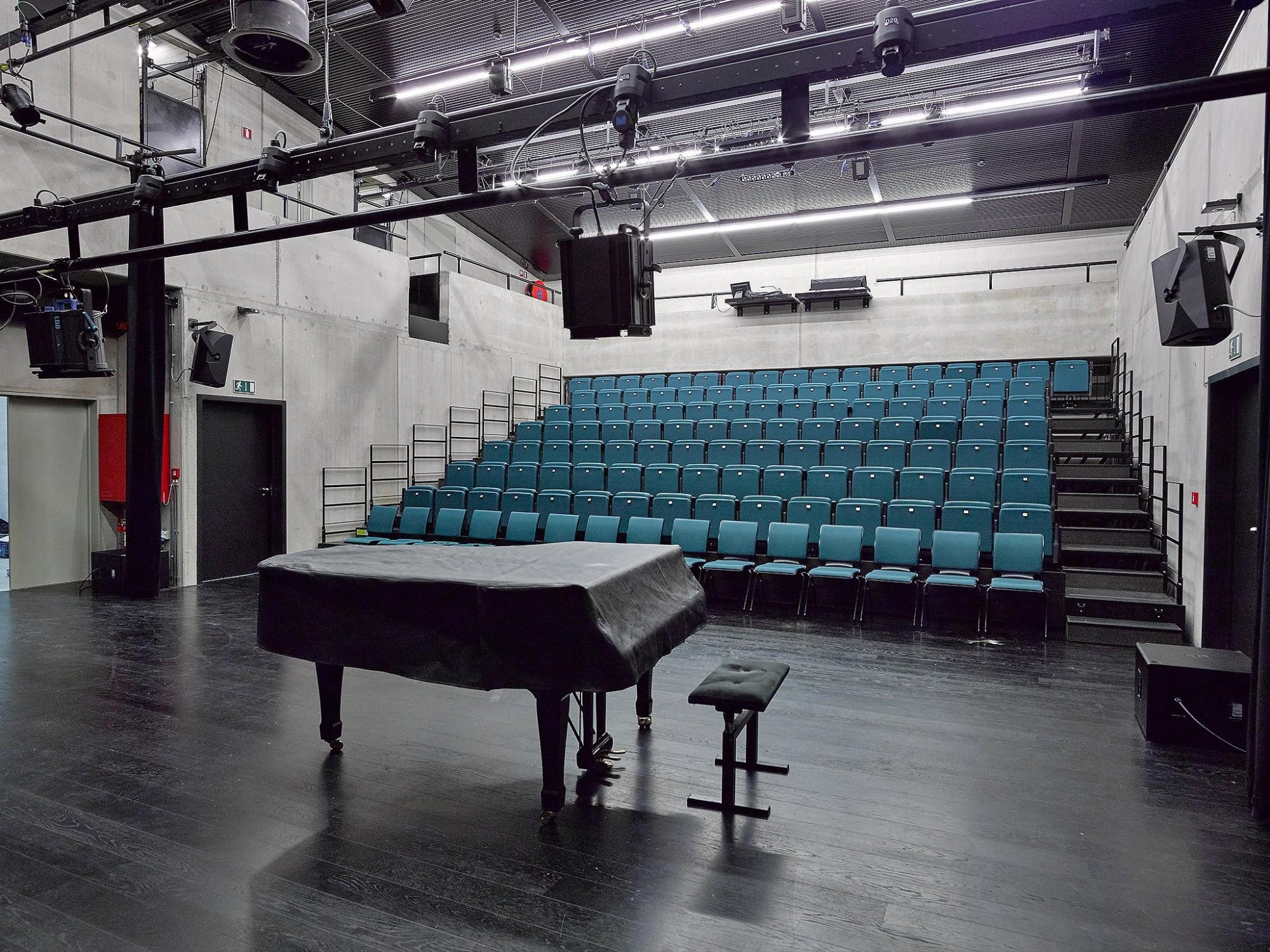 Afbeelding: Interieur fotografie concertzaal Zandvliet voor bouwbedrijf Menbo.