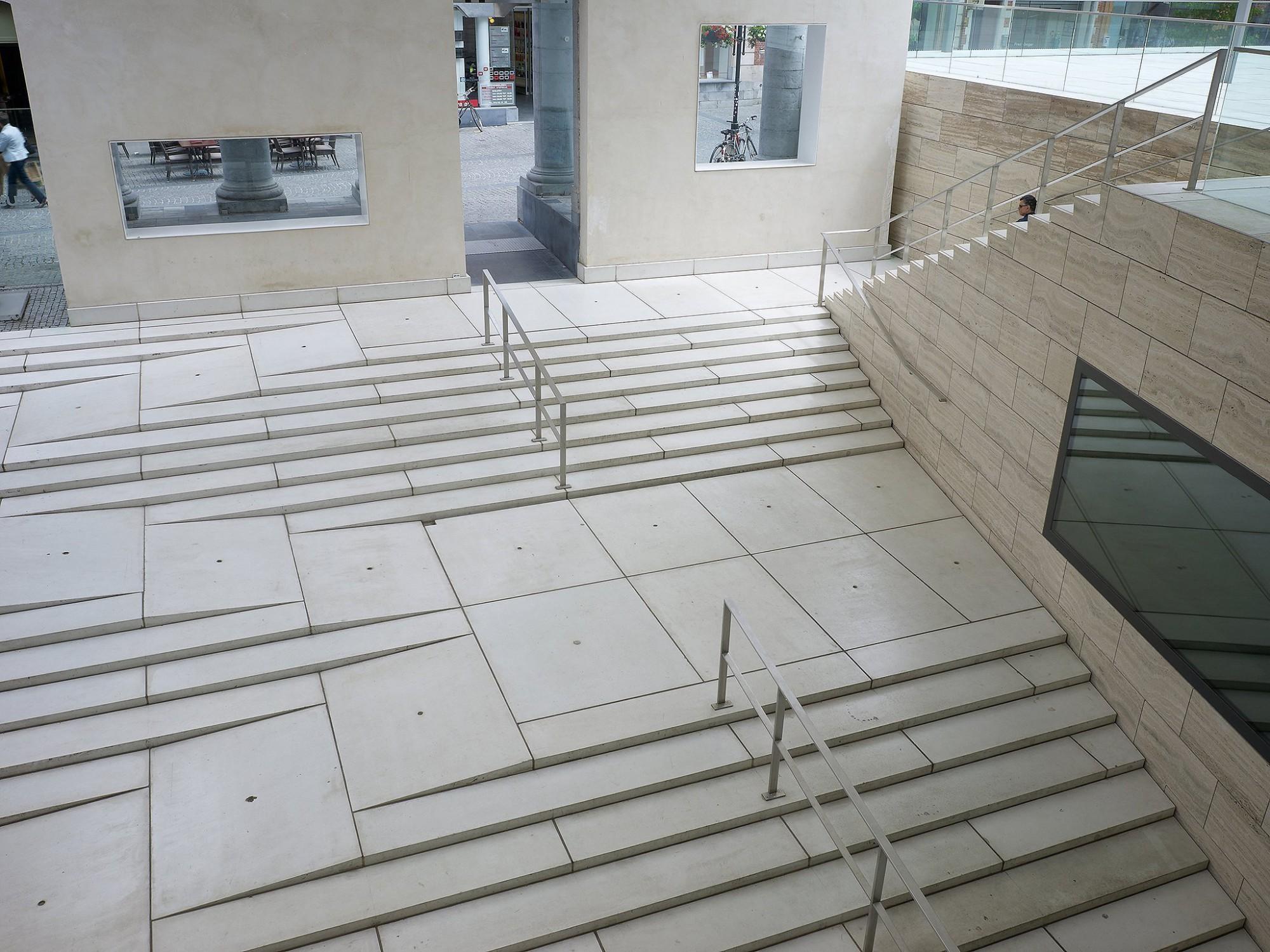 Afbeelding: Product fotografie op locatie, betonmaterialen en tegels, architectonisch sierbeton, Museum M te Leuven, fotografie voor SVK.