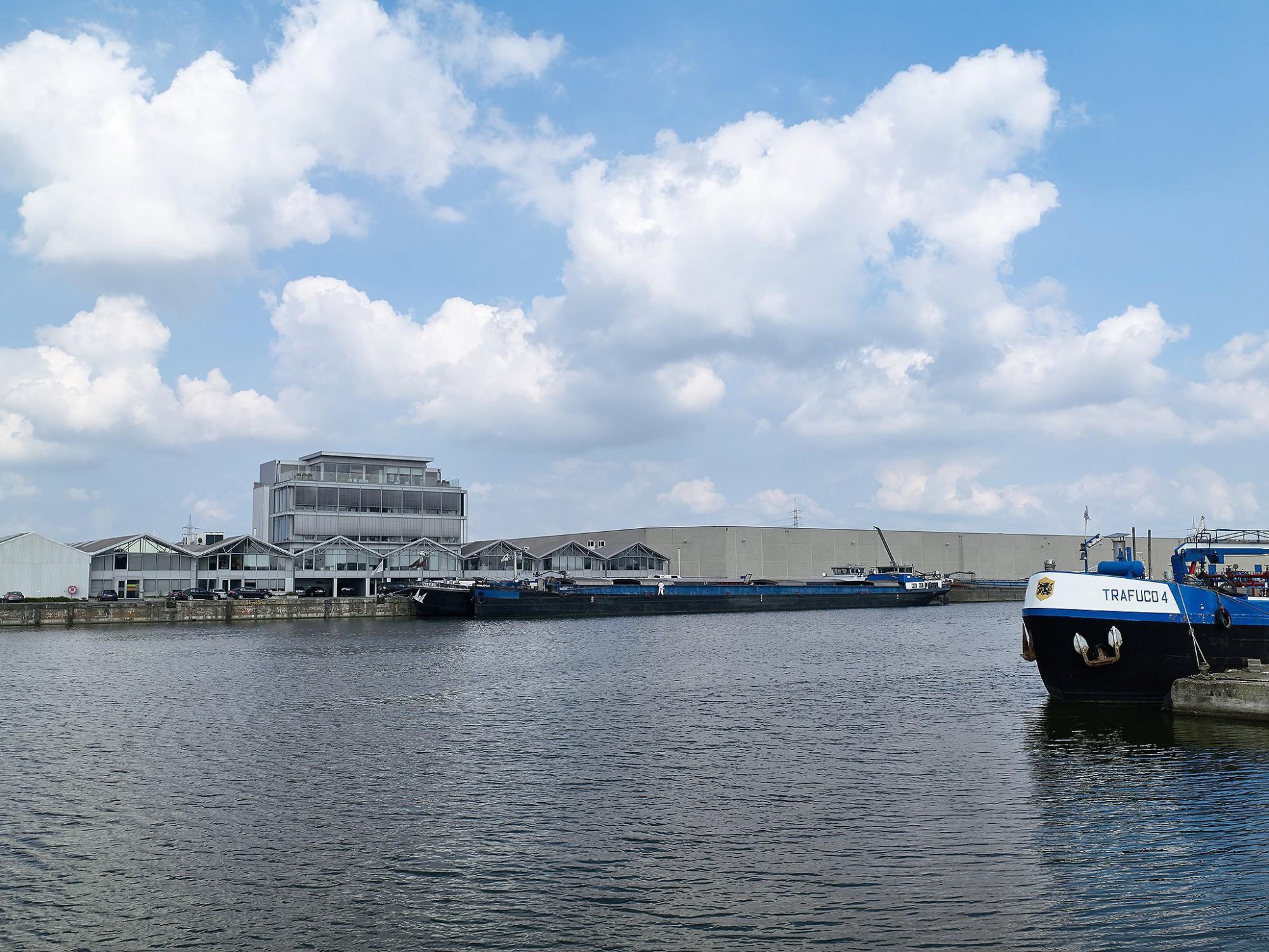 Afbeelding: Architectuur fotografie industriebouw, kantoor Van Wellen haven Antwerpen, voor Mertens architecten.