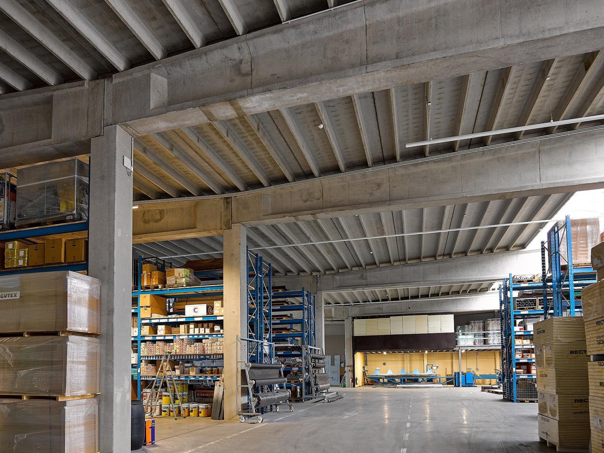 Afbeelding: Interieur fotografie industrie, beton gewelf gebouw voor Stadsbader.