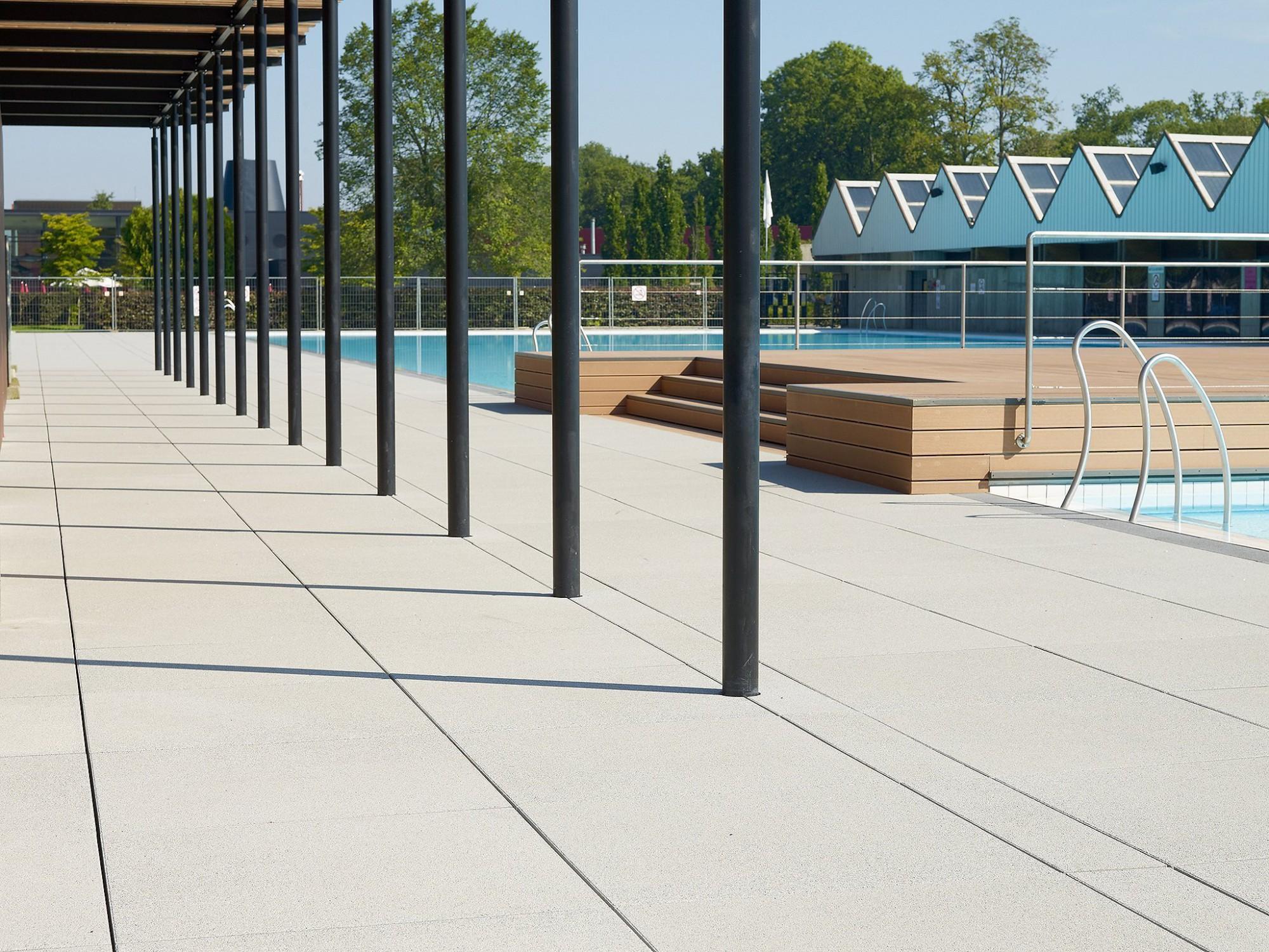 Afbeelding: Product fotografie op locatie, megatels voor openbaar zwembad, fotografie voor Stone & Style.