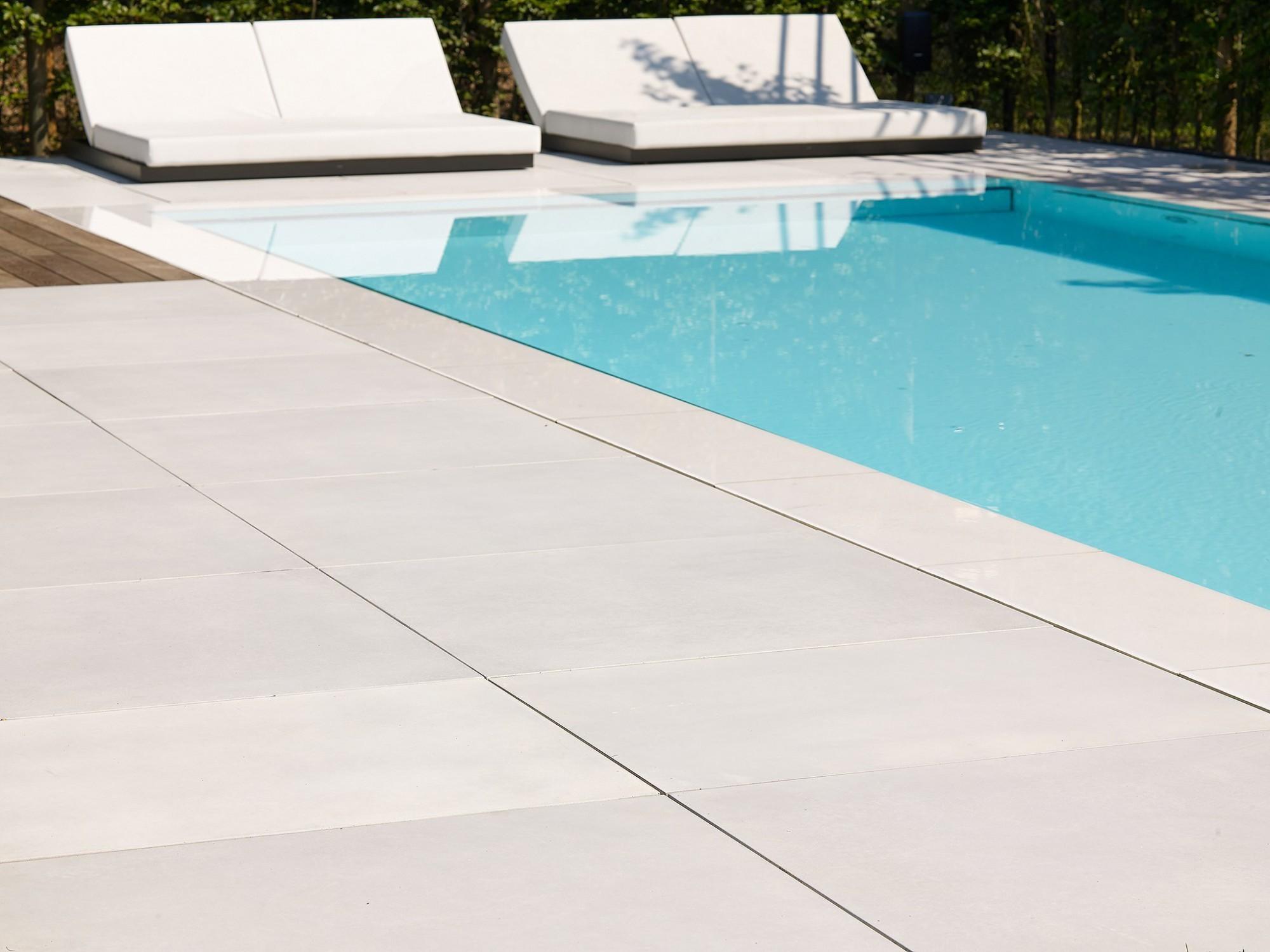 Afbeelding: Product fotografie op locatie, bestratingsmaterialen megategels voor terras aanleg, fotografie voor Stone & Style.