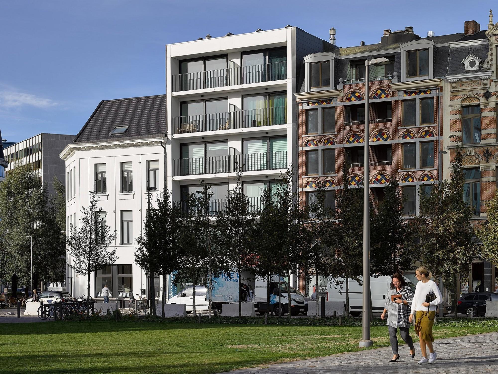 Afbeelding: Architectuur fotografie Foto Van Huffel, appartementen West Kaai te Antwerpen, voor © Mertens architecten.
