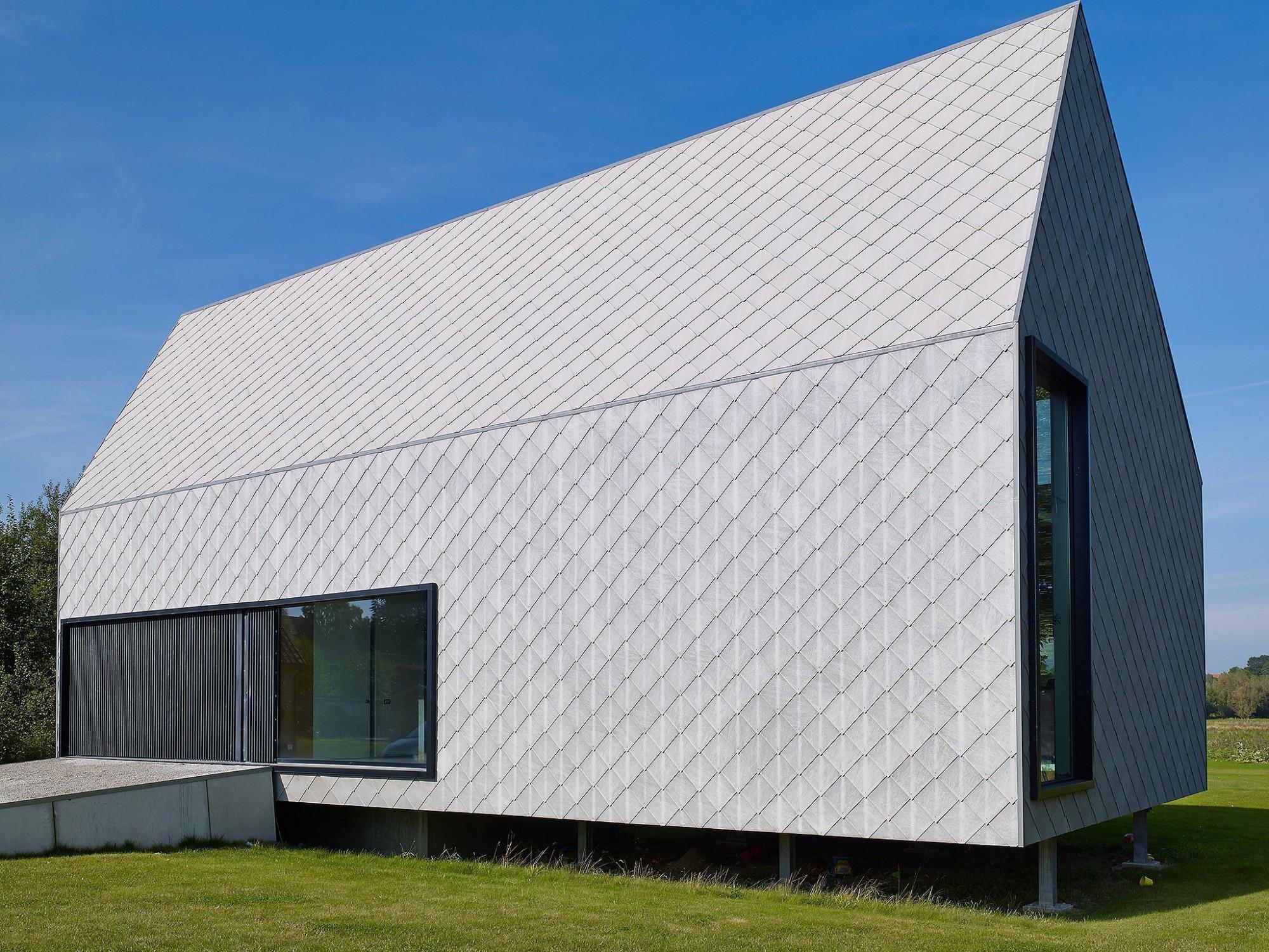 Afbeelding: Architectuur fotografie, moderne woning te Oudenaarde, gebruik van leien voor SVK.