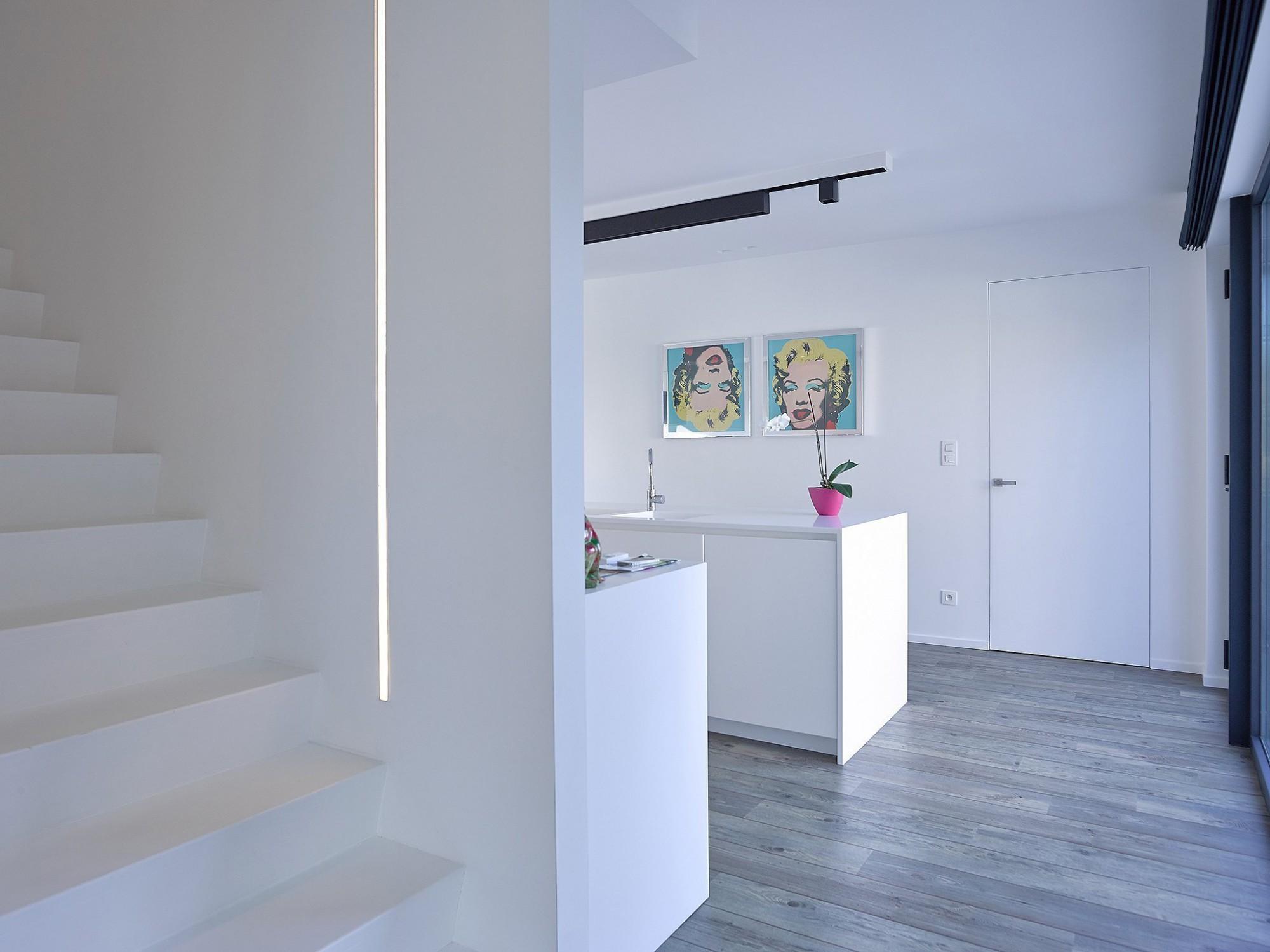 Afbeelding: Fotografie keuken modern, trap en binnendeuren te Beerse voor Eddij De Prins,  fotografie interieur Foto Van Huffel.