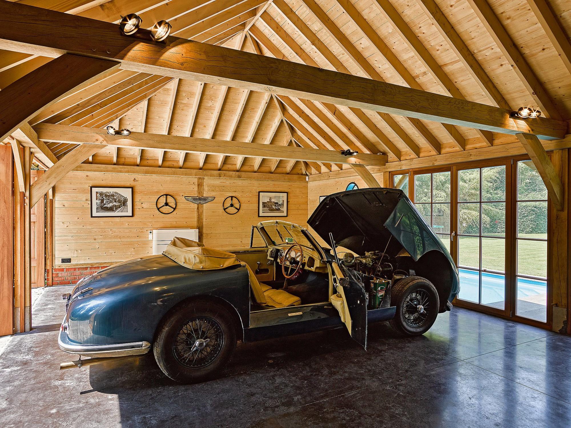 Afbeelding: Interieur fotografie carports voor oldtimers te Schilde, © Heritage Buildings.