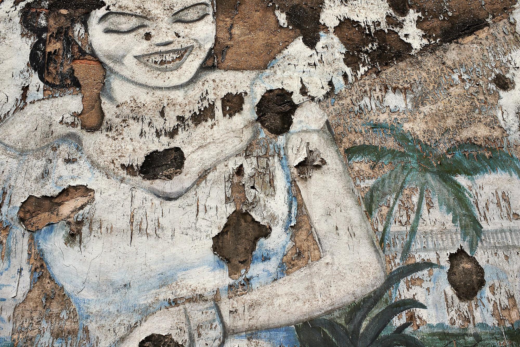 Afbeelding: Fotokunst Dominique Van Huffel, uit de reeks: Muren van geschiedenis. Thailand.