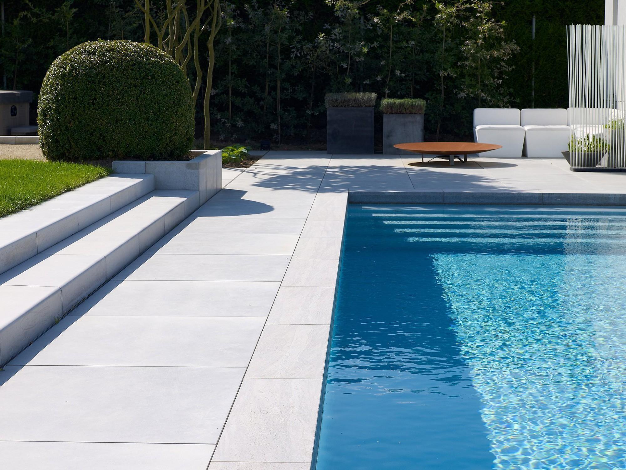 Afbeelding: Fotografie van zwembaden, terrassen en tuinen en de daarbij gebruikte materialen. Productfotografie op locatie Foto Van Huffel.