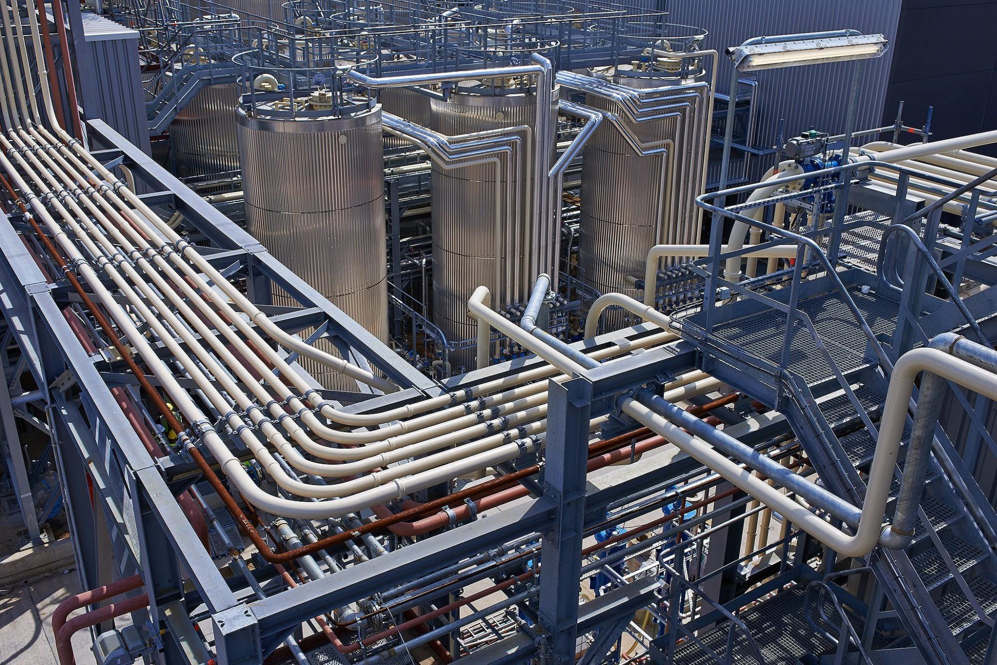 Afbeelding: Fotografie Q8 olieraffinaderij haven Antwerpen, voor Boccard.