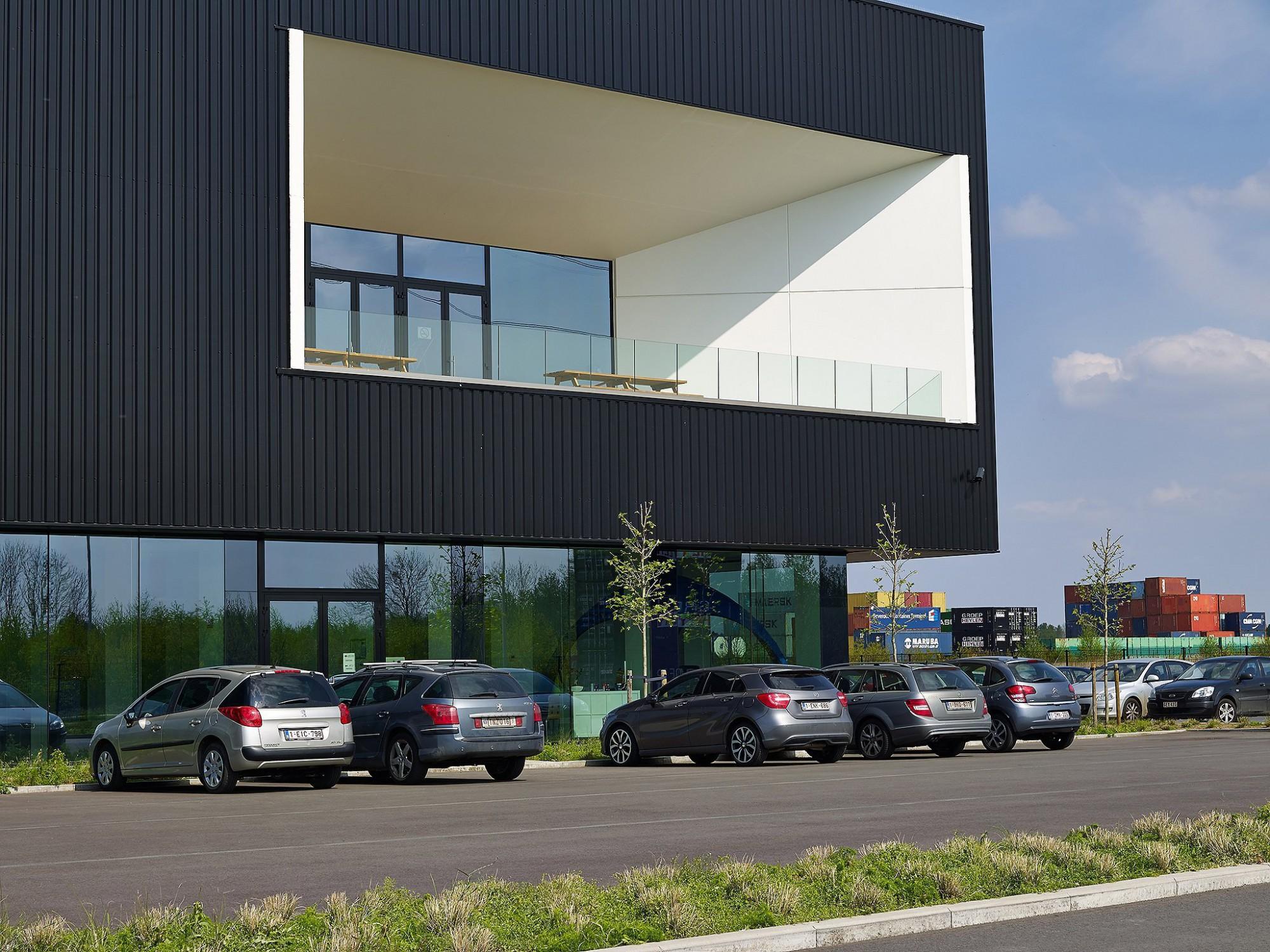 Afbeelding: Fotografie magazijn - industrie Antwerp East port te Grobbendonk, voor de groep Heylen.