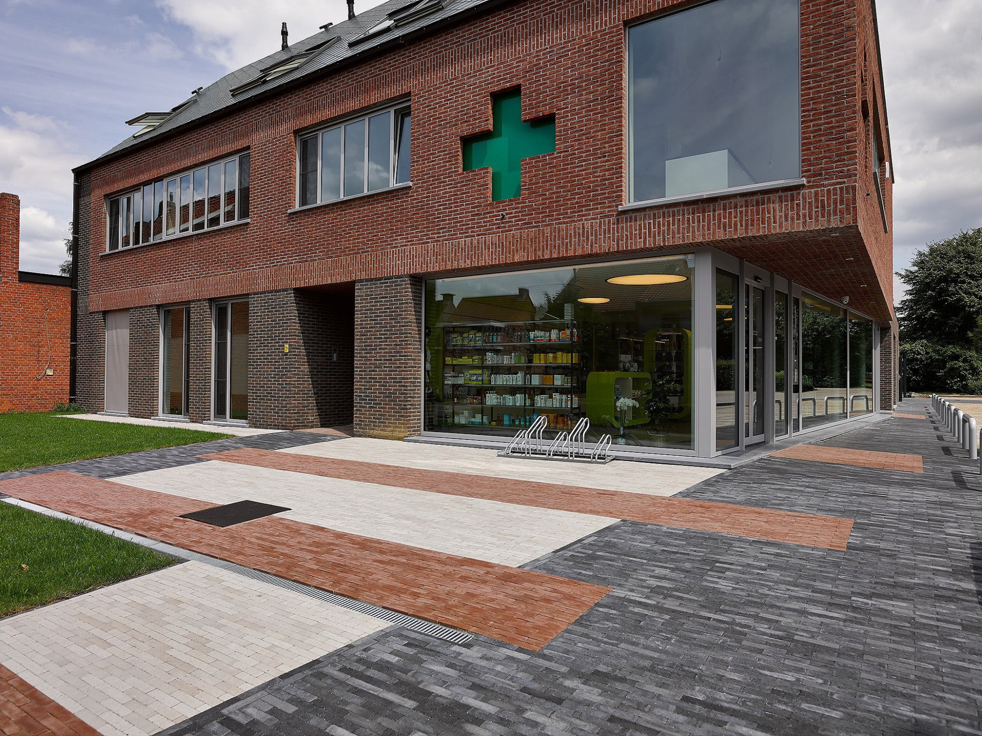 Afbeelding: Architectuur fotografie, appartementen en apotheek Kalmthout, voor Mertens architecten.