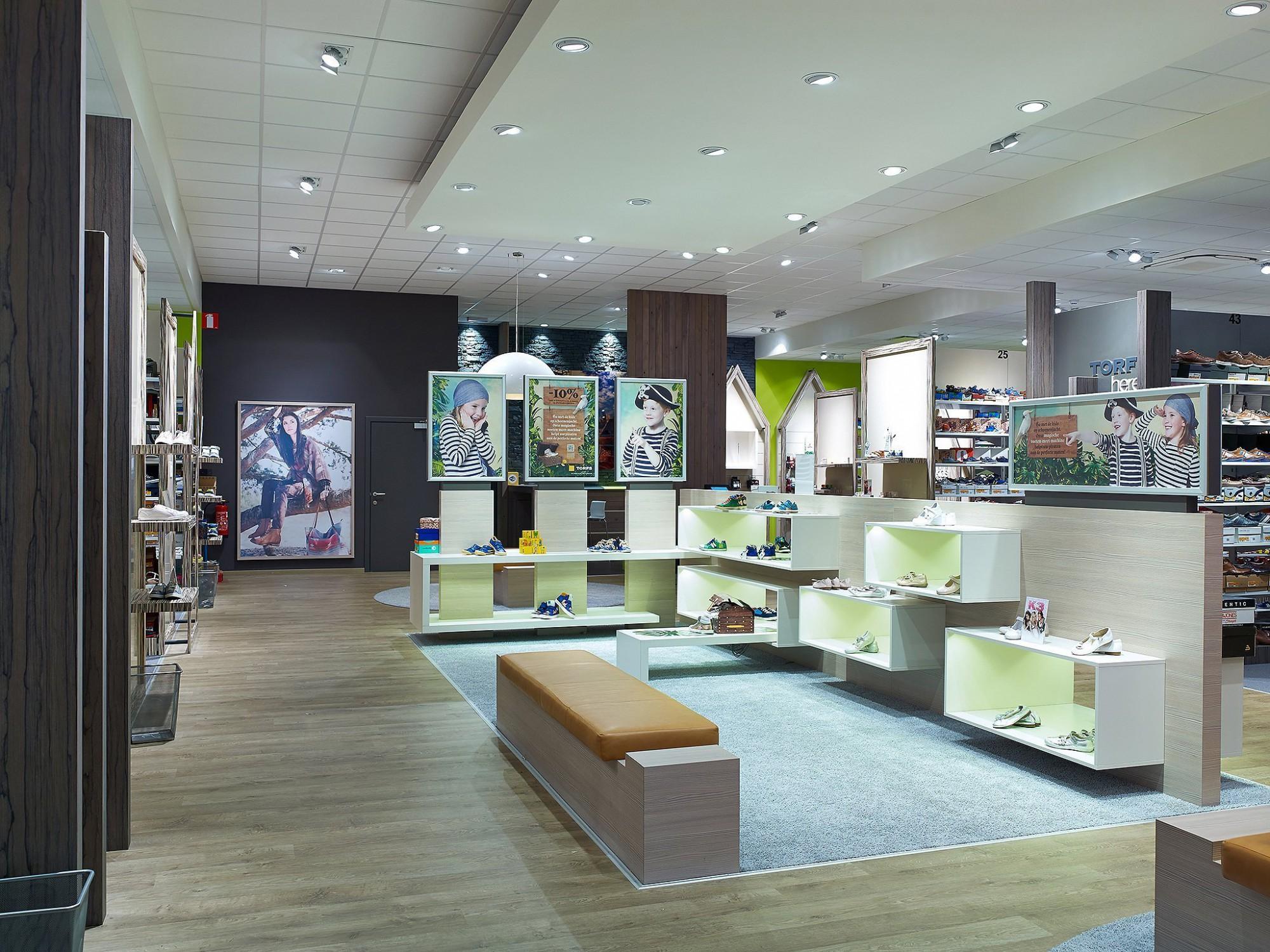 Afbeelding: Interieur fotografie industrie, winkel te Meise voor © Mertens architecten.