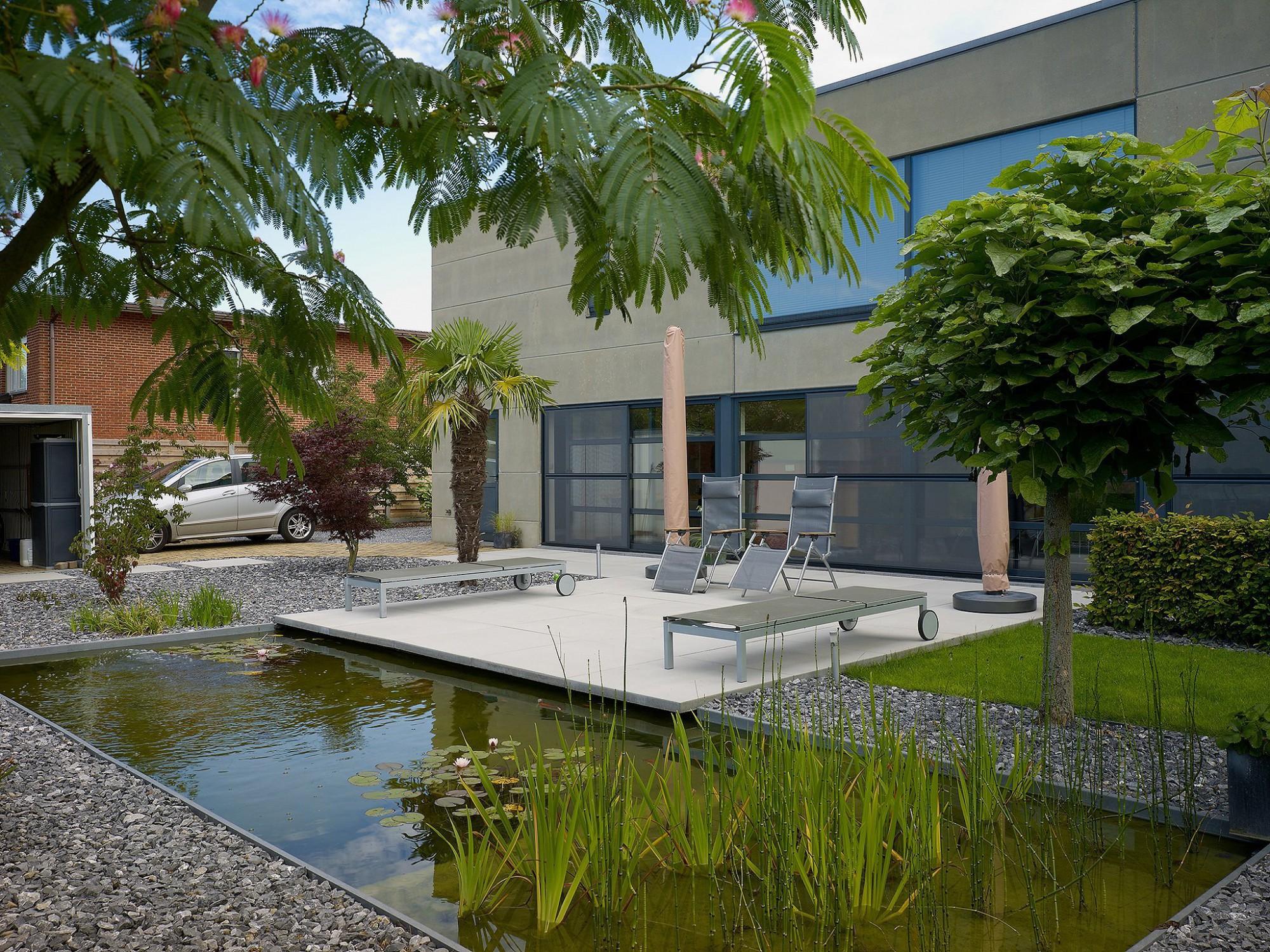 Afbeelding: Fotografie tuin en tegels rond moderne woning te Balen, terrastegels Stone&Style.