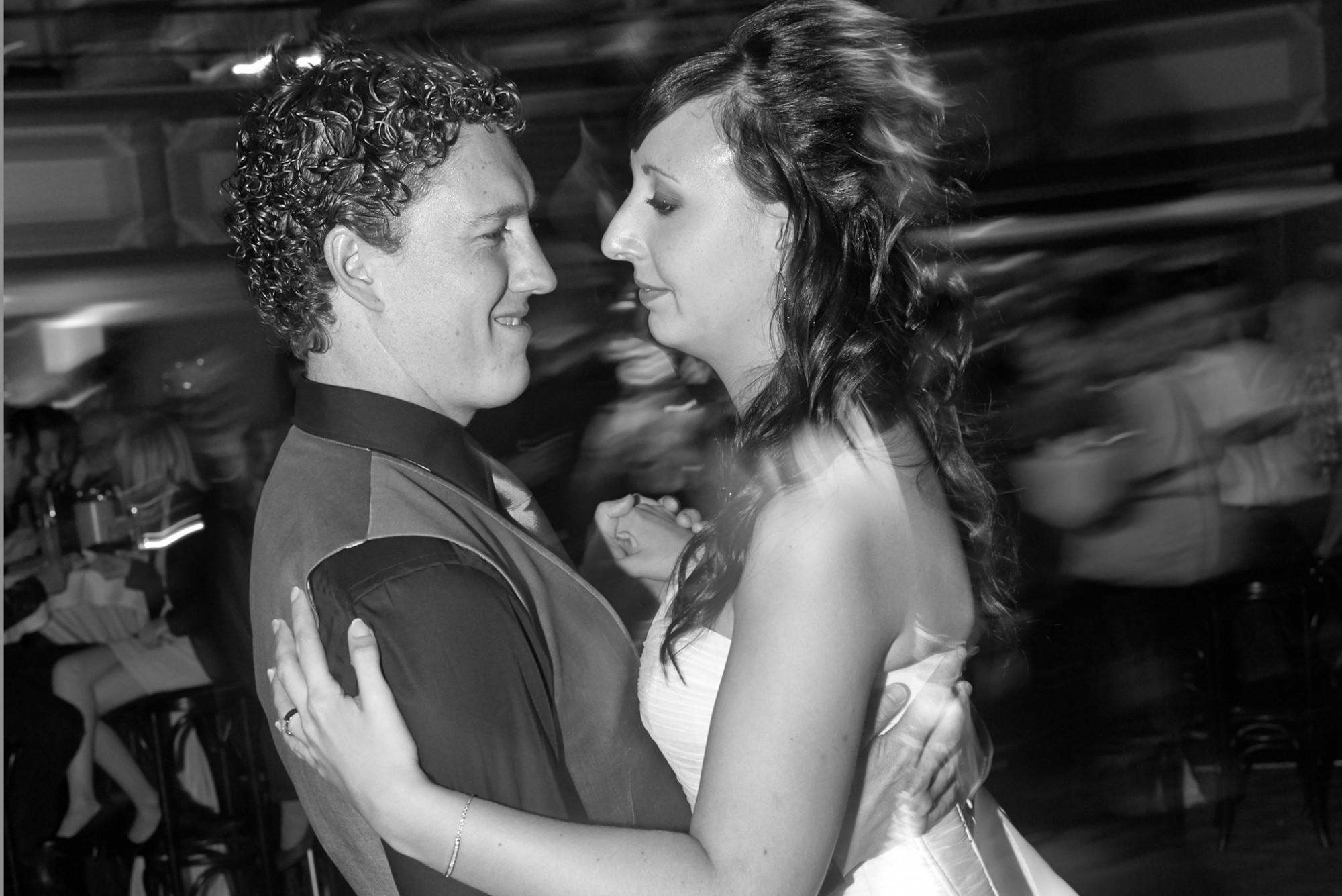 Afbeelding: Huwelijksreportages met stijl, de openingsdans in stijl.