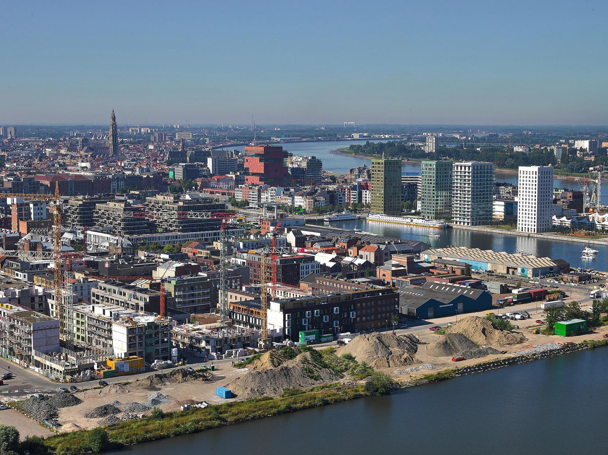 Afbeelding: Luchtfotografie met heli, bouwwerken Kattendijkdok te Antwerpen.