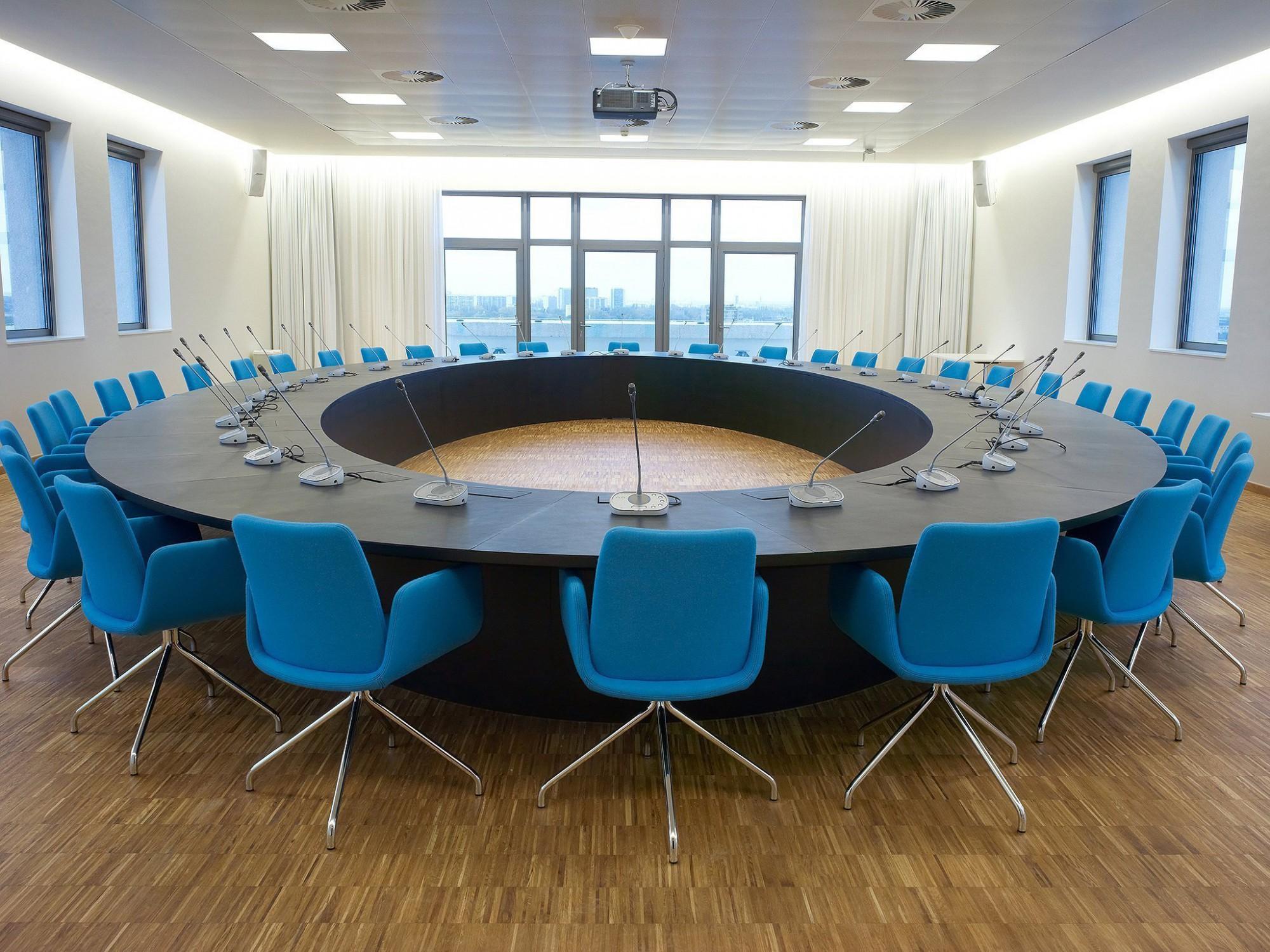Afbeelding: Interieur fotografie kantoor, stad Antwerpen, voor TVH Vooruitzicht - Van Roey.