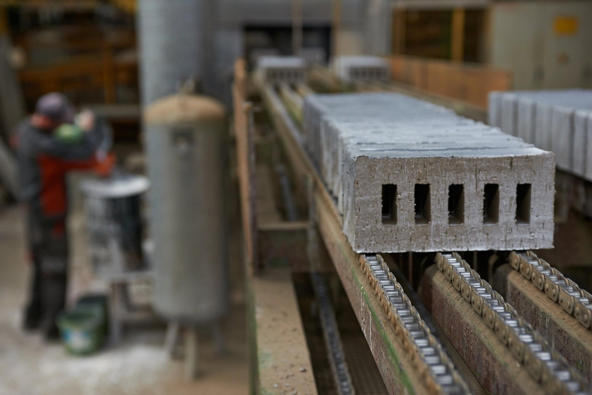 Afbeelding: Industriële reportage , productie van gevelstenen, steenbakkerij Floren.
