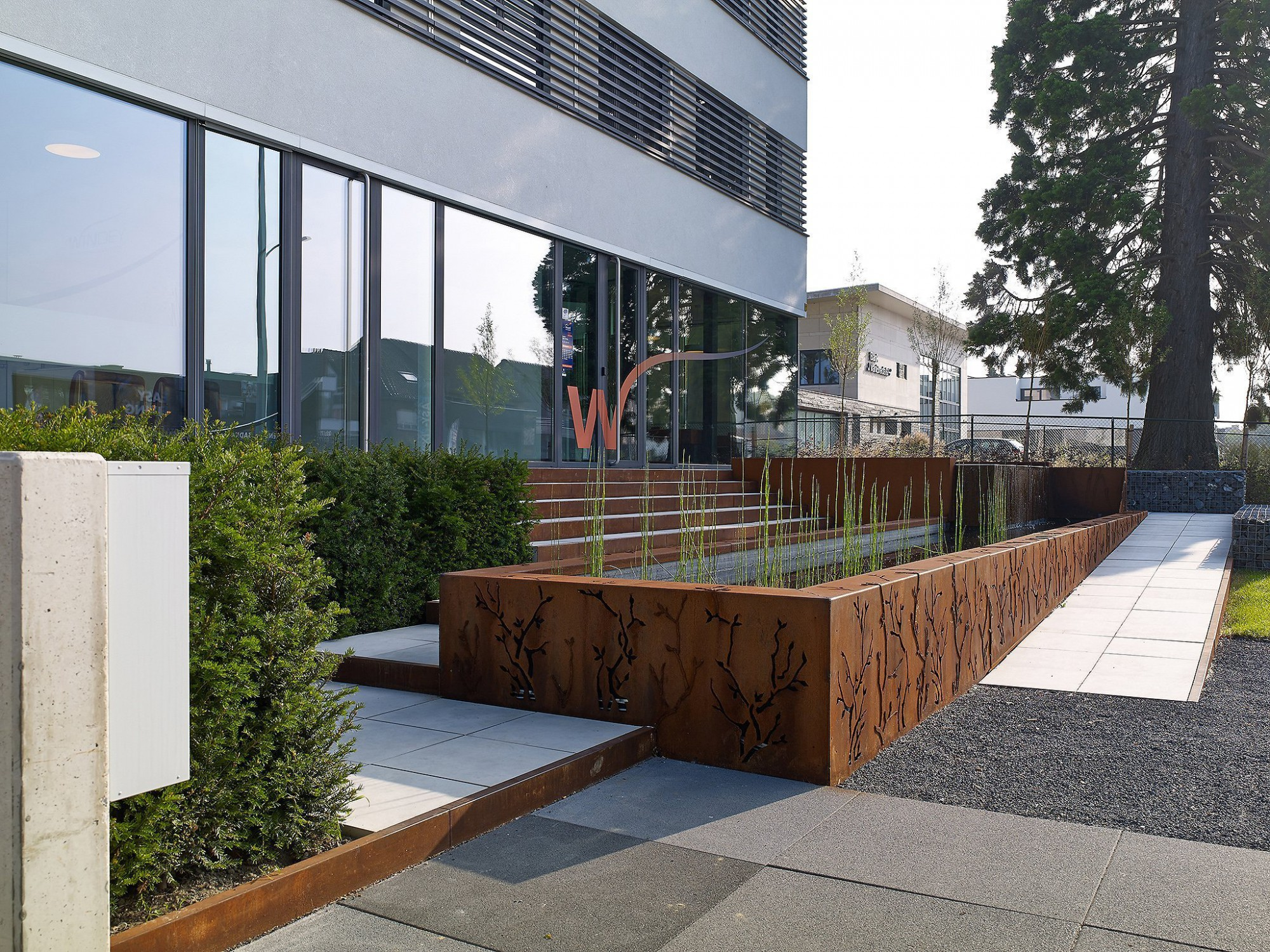 Afbeelding: Omgevings fotografie rond kantoor gebouw te Sint-Niklaas, foto Van Huffel.