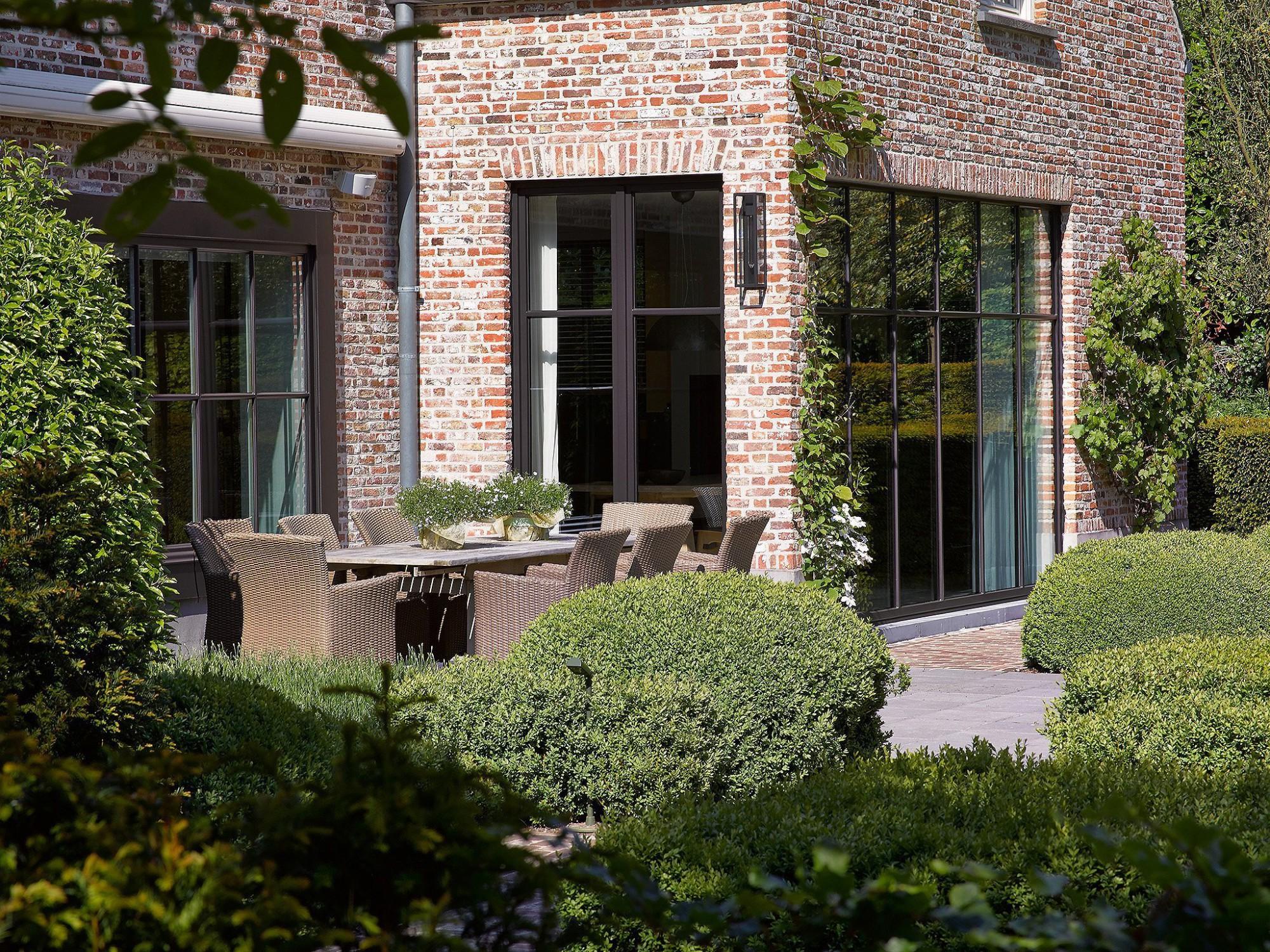 Afbeelding: Architectuur fotografie Foto Van Huffel, buitenschrijnwerk hout, voor Eddy De Prins.