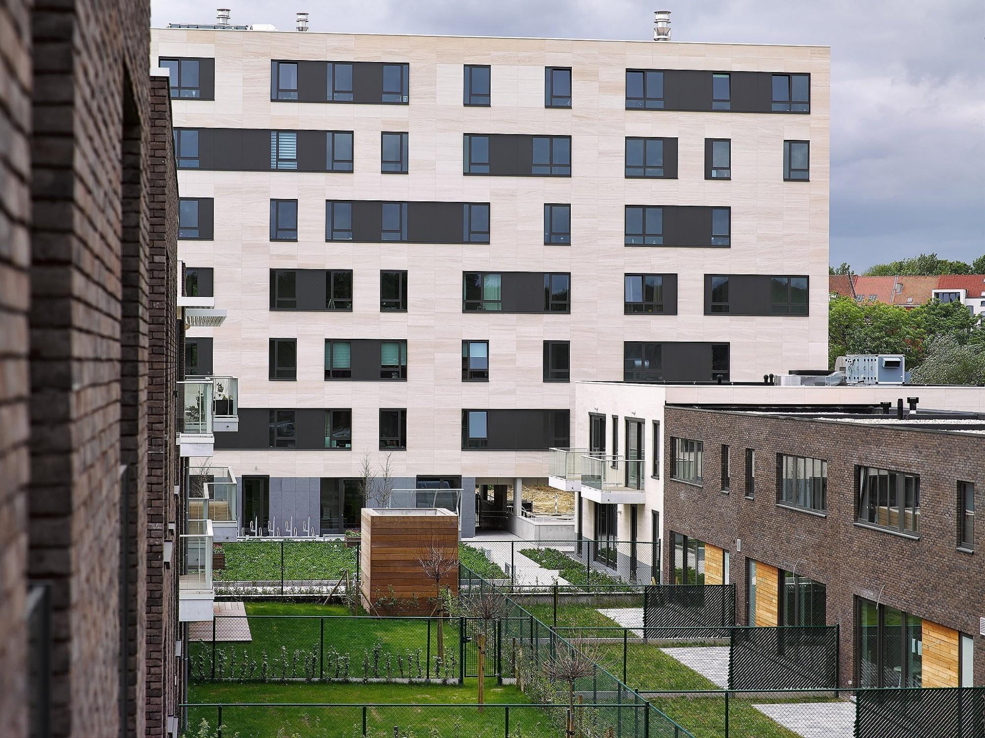 Afbeelding: Architectuur fotografie, Foto Van Huffel, appartementen en sociale woningen te Halle, voor groep Van Roey.