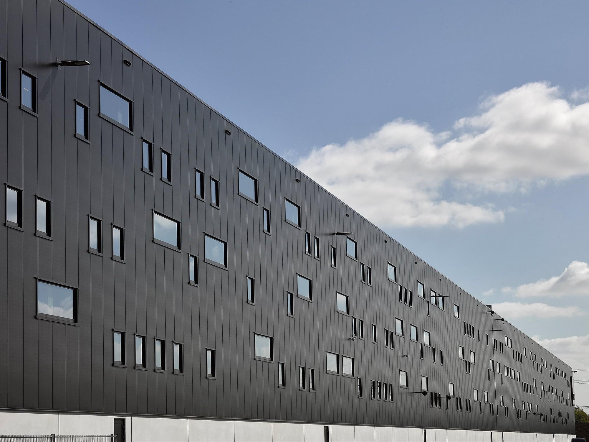 Afbeelding: Fotografie magazijn - industrie PVH te Venlo, voor de groep Heylen.
