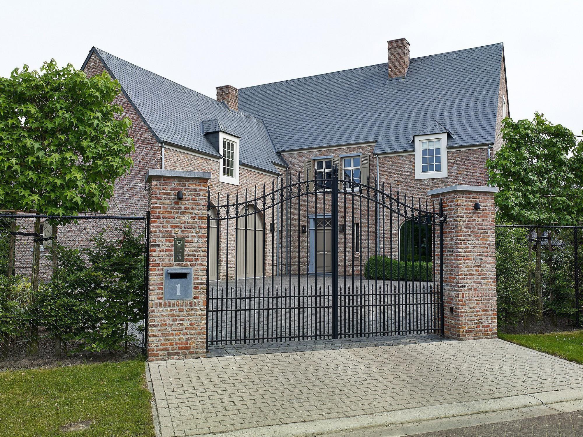 Afbeelding: Architectuur fotografie woningen Foto Van Huffel, klassieke villa, voor bouwonderneming Fransen.