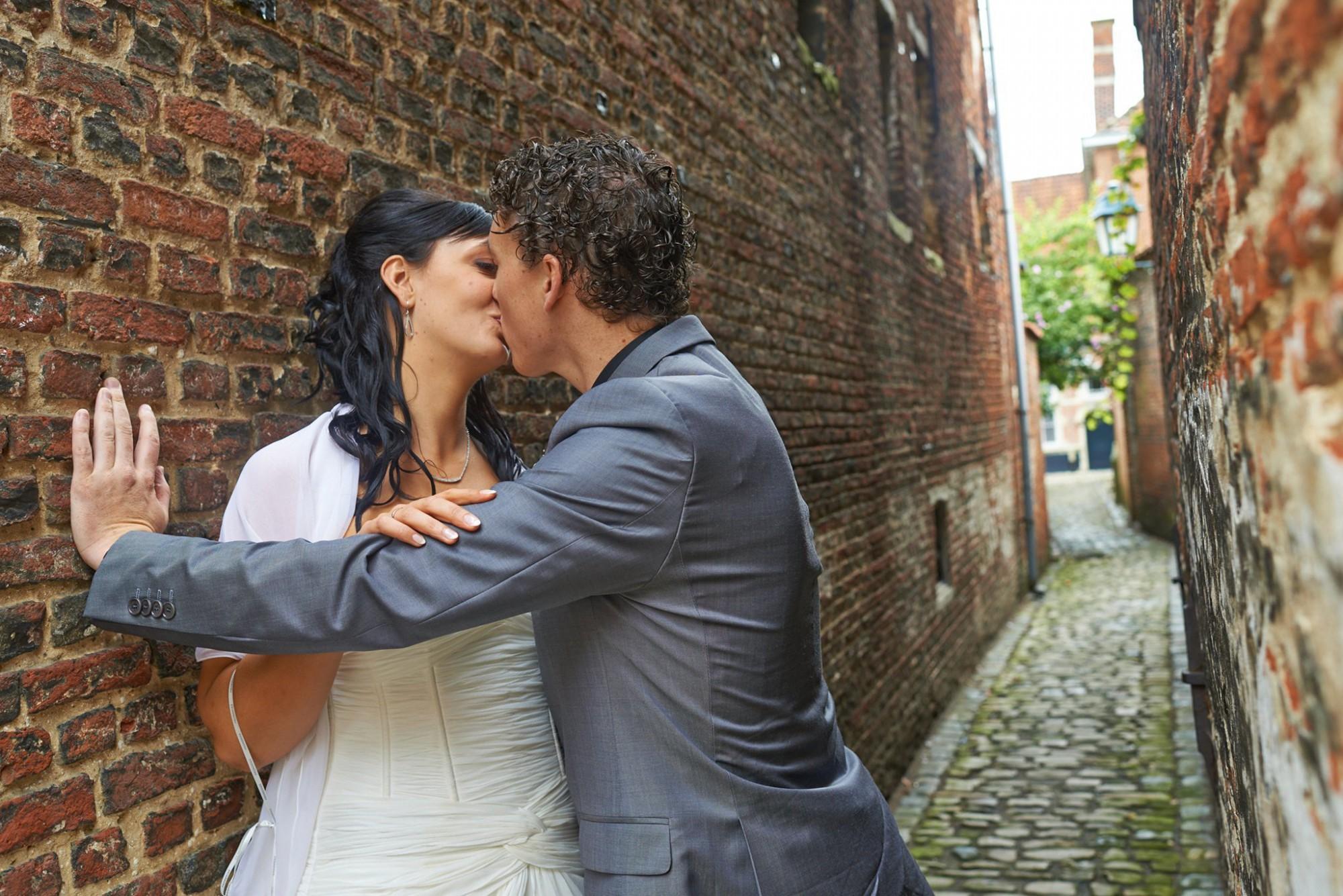 Afbeelding: Huwelijksreportages met stijl, steegje begijnhof Lier.