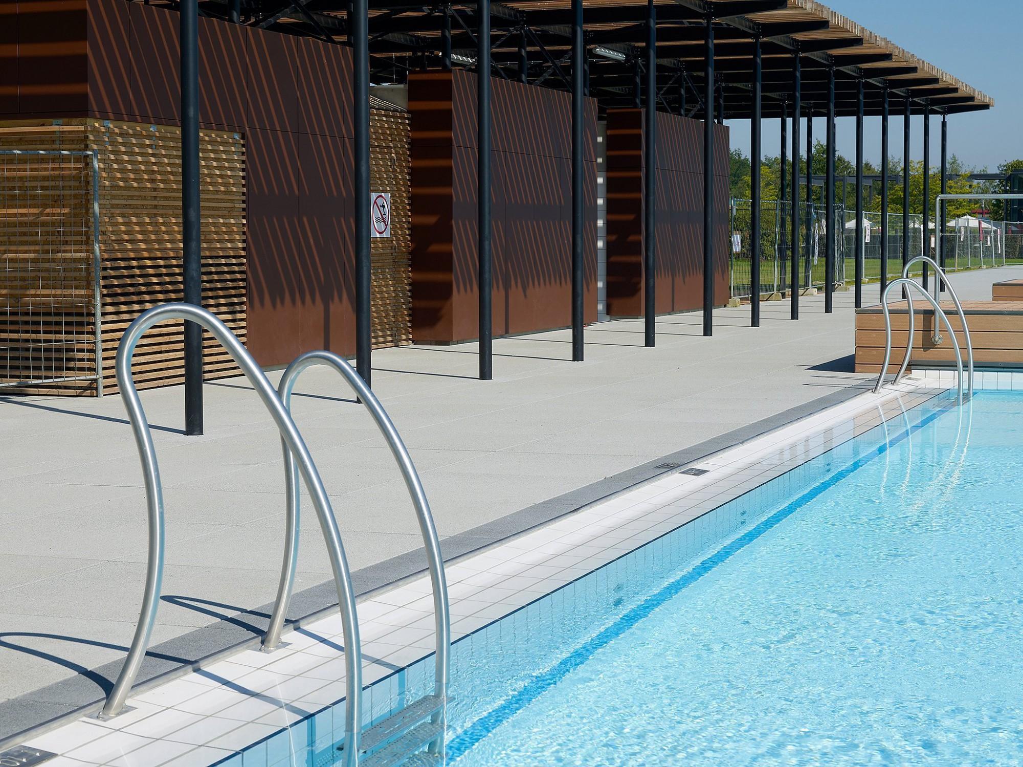Afbeelding: Fotografie openbaar zwembad te Chevetogne voor Stone&Style terrastegels.