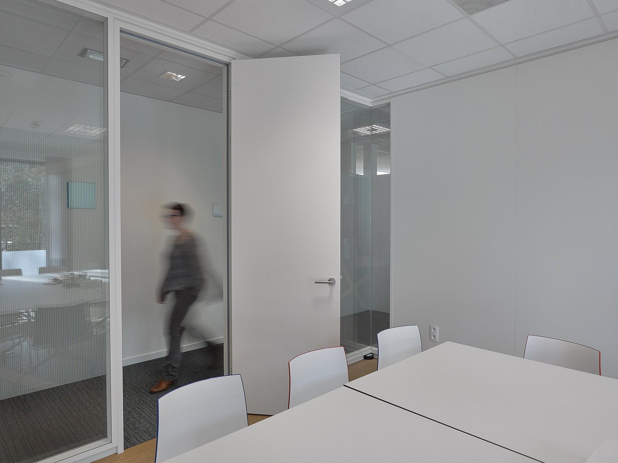Afbeelding: Interieur fotografie, binnendeuren, kantoor te Hoogstraten voor houthandel Marijnissen.