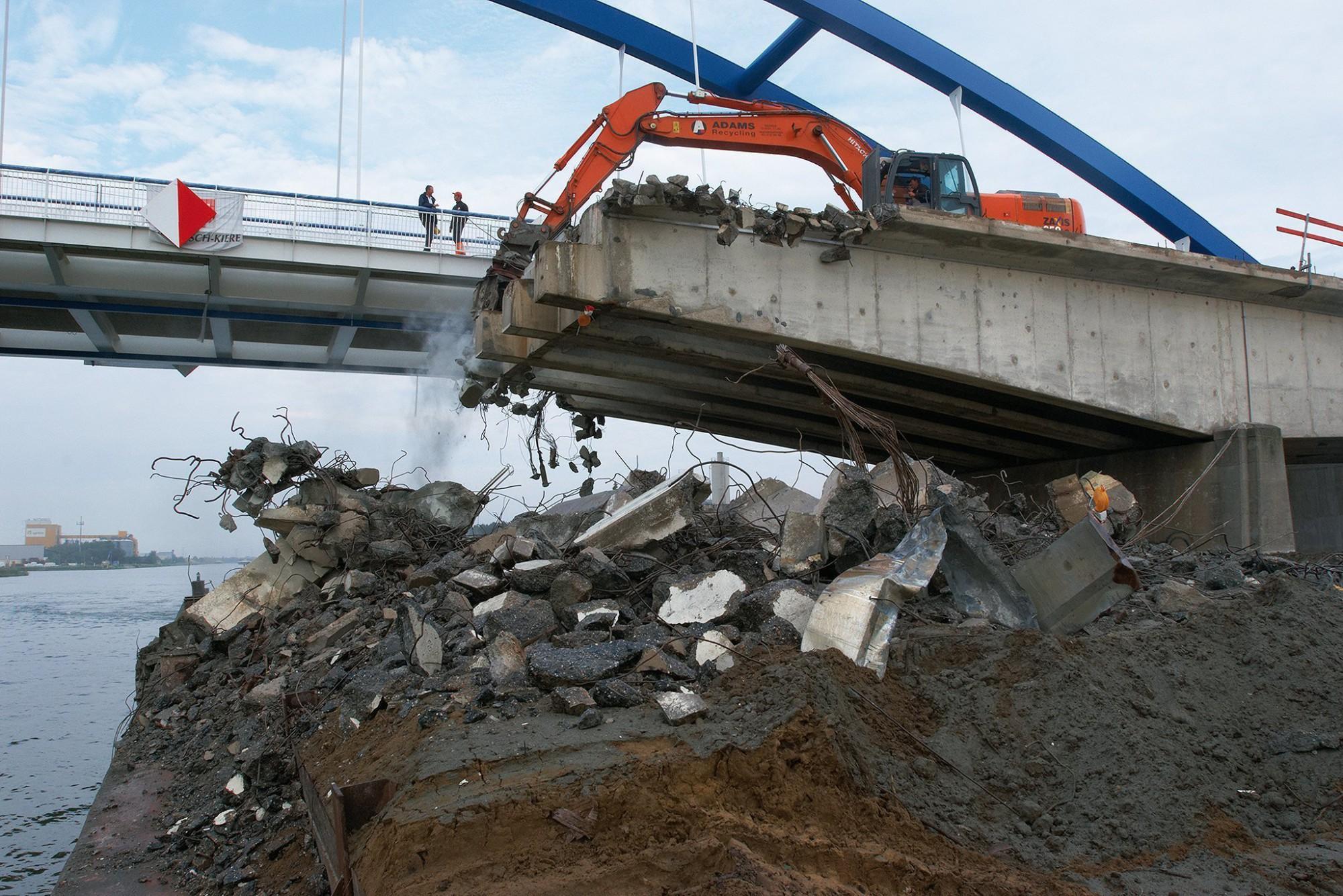 Afbeelding: Werf fotografie voor Adams Polendam, afbraak brug Grobbendonk over Albertkanaal.