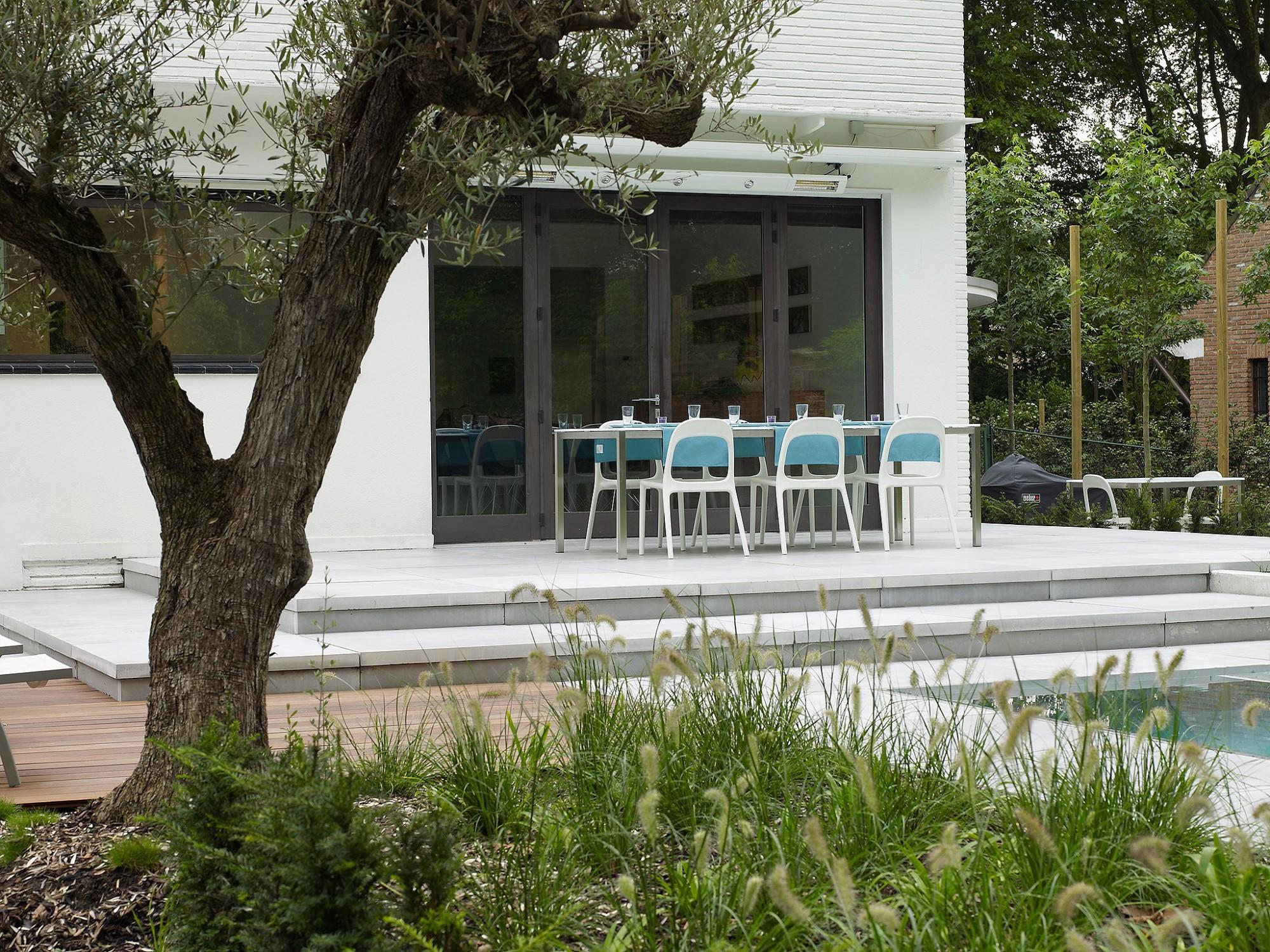 Afbeelding: Product fotografie op locatie, terrastegels en trappen van betonproducten voor tuinaanleg, fotografie voor Stone & Style.
