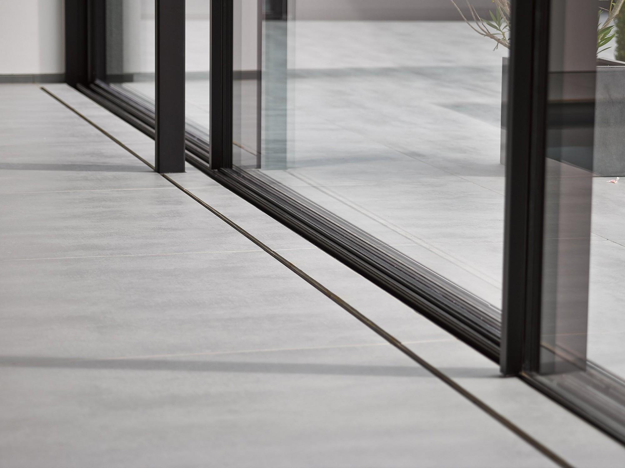 Afbeelding: Fotografie van detail raamprofielen in privé woningen, voor © Sapa.