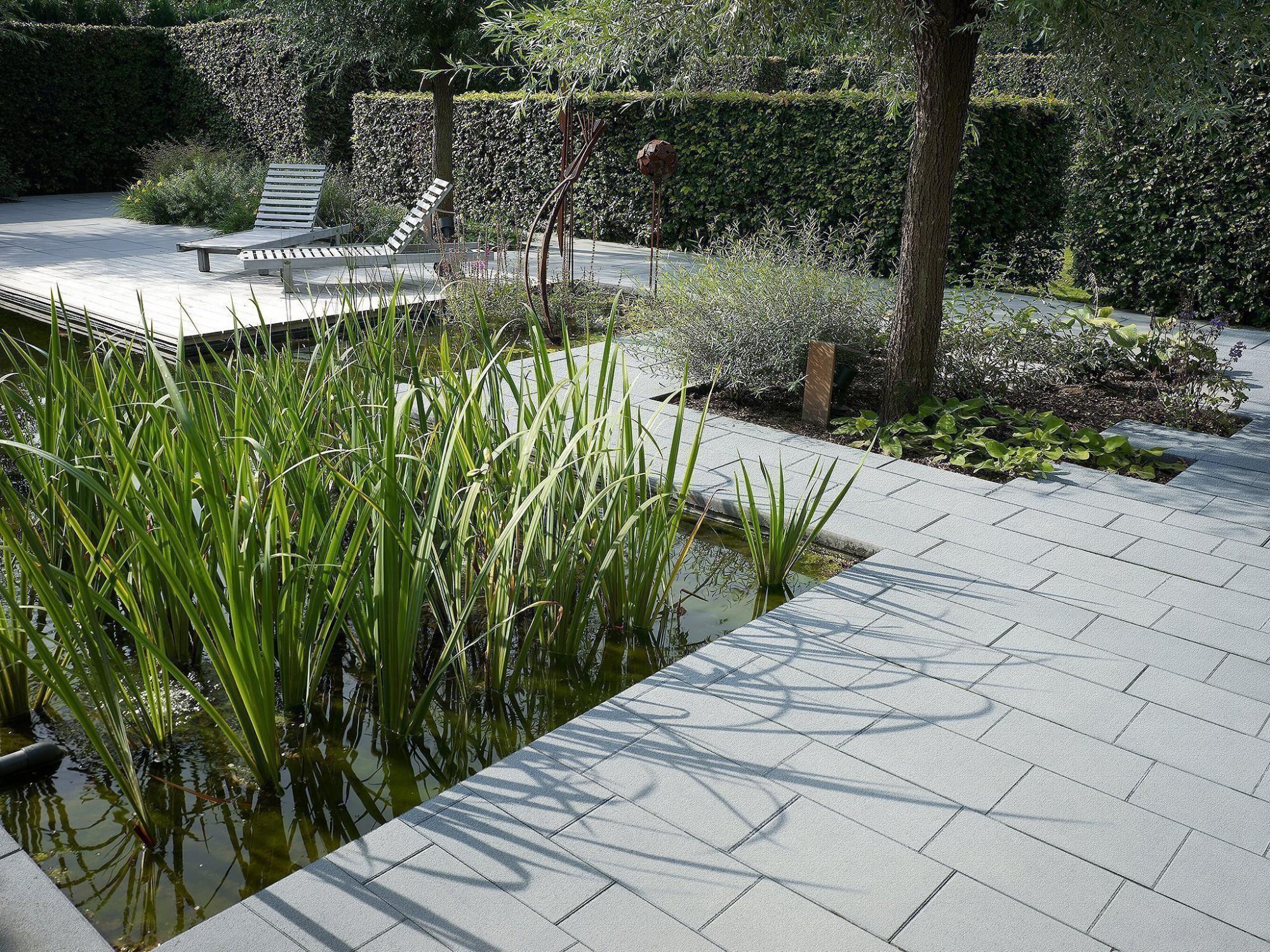 Afbeelding: Product fotografie op locatie, terrastegels van betonproducten voor tuinaanleg, fotografie voor Stone & Style.
