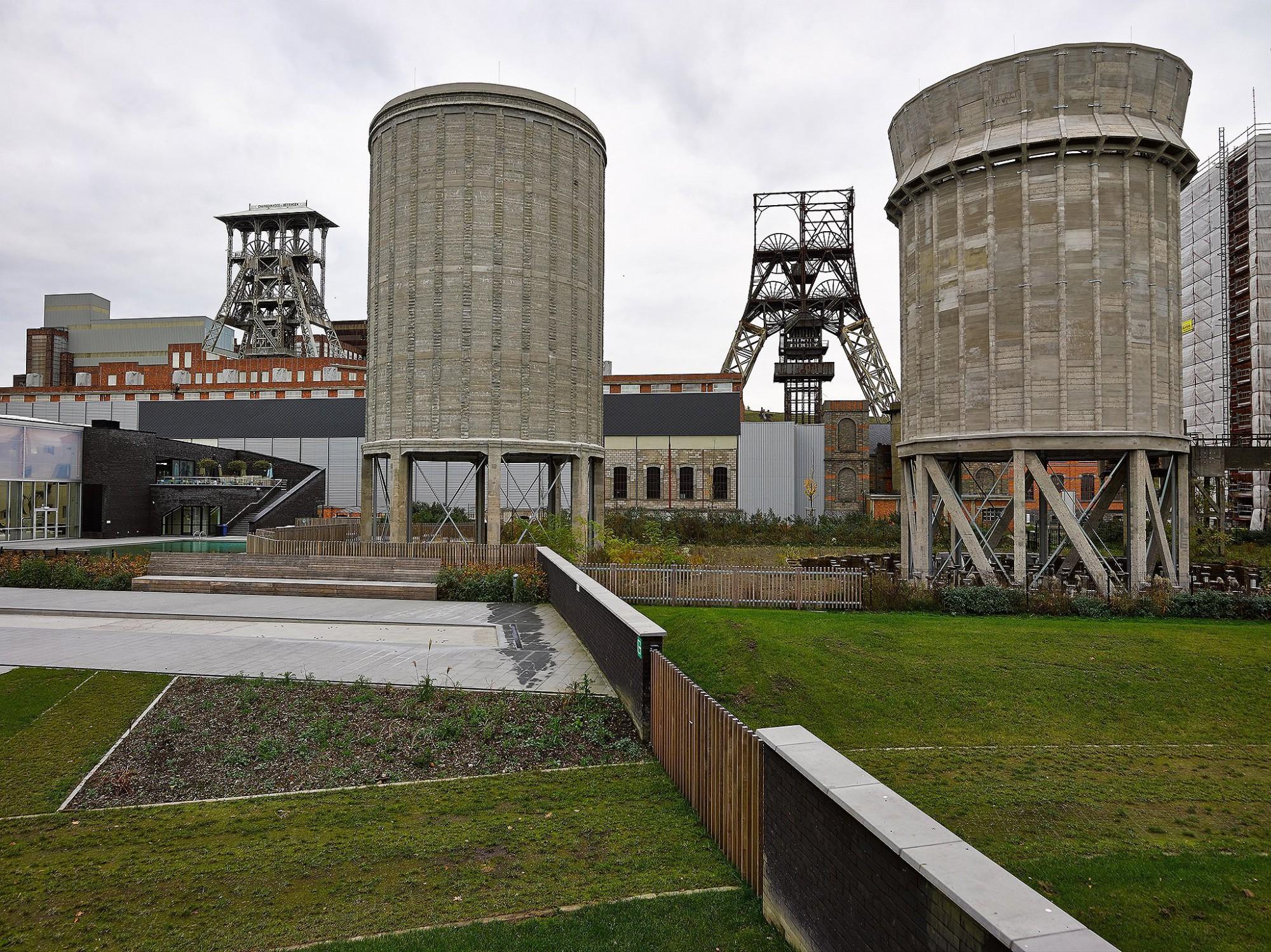 Afbeelding: Architectuur fotografie, renovatie waterkoelers B-Mine te Beringen, aanleg zwembad sportoase, voor TVH Democo - Van Roey