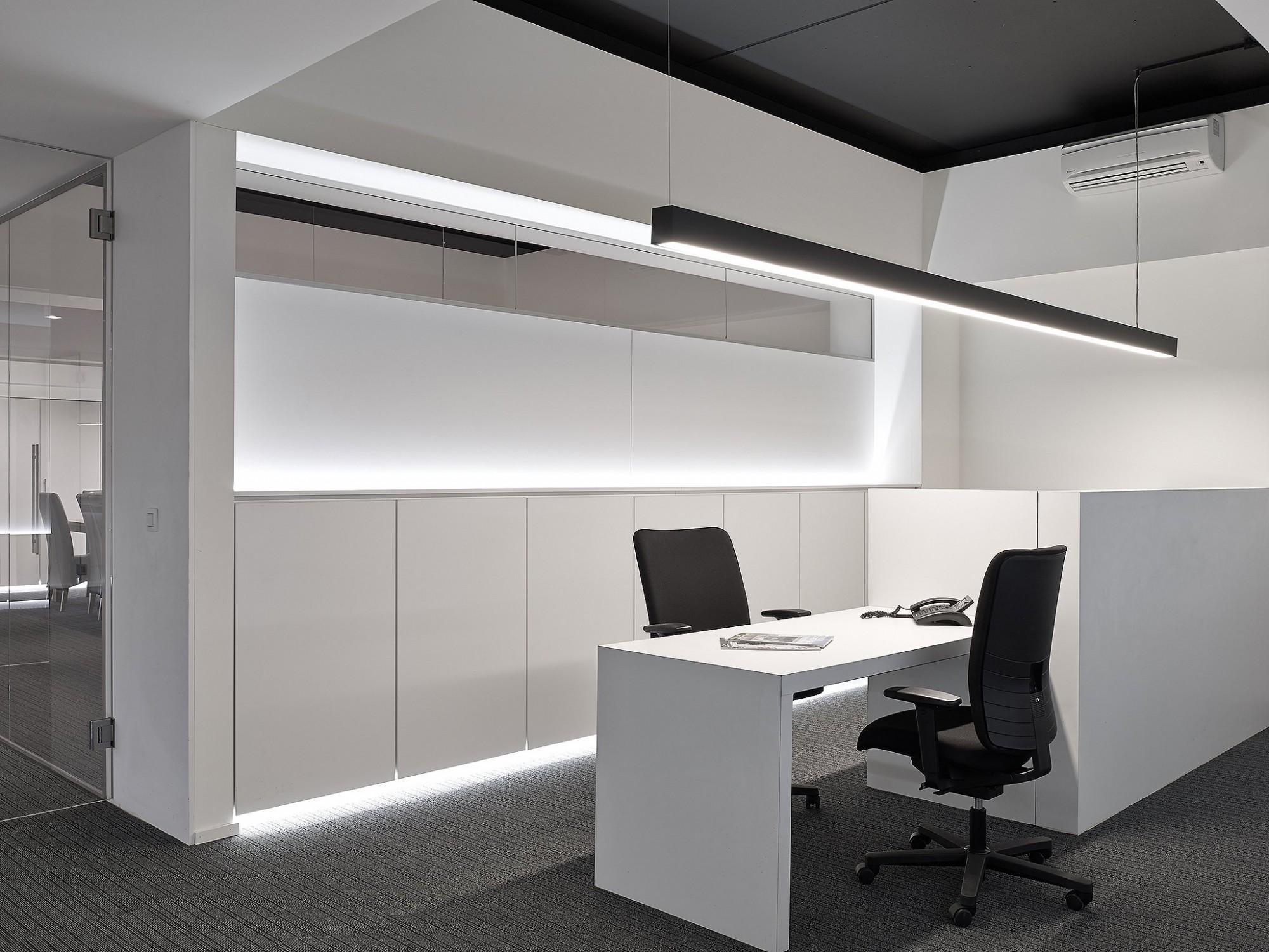 Afbeelding: Interieurfotografie, fotografie bureau - verlichting, foto Van Huffel Hoogstraten.