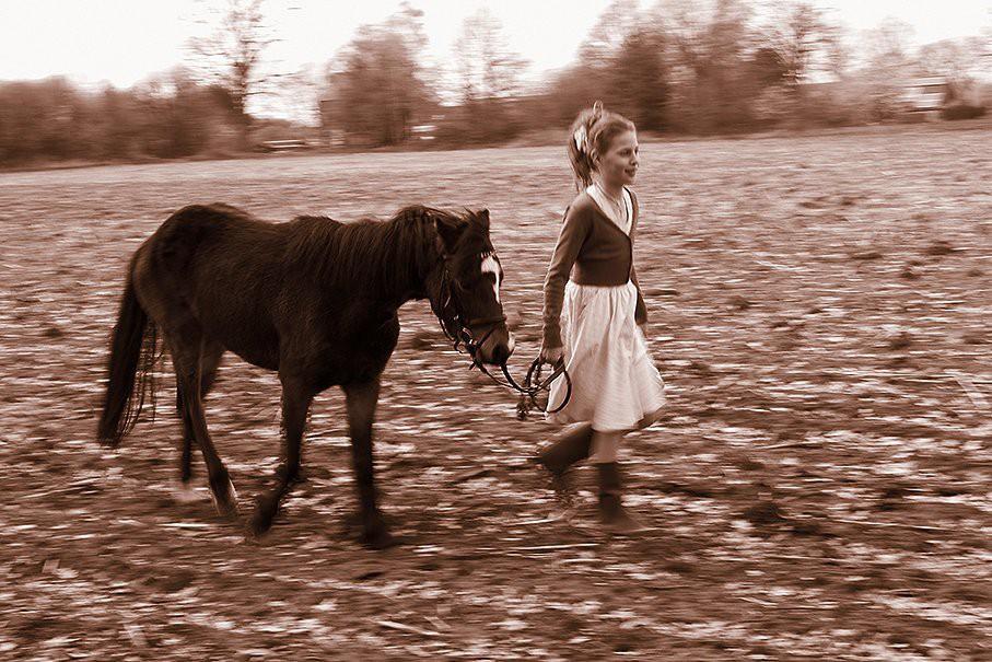 Afbeelding: Portret op locatie, foto Van Huffel, Hoogstraten, communie fotografie.