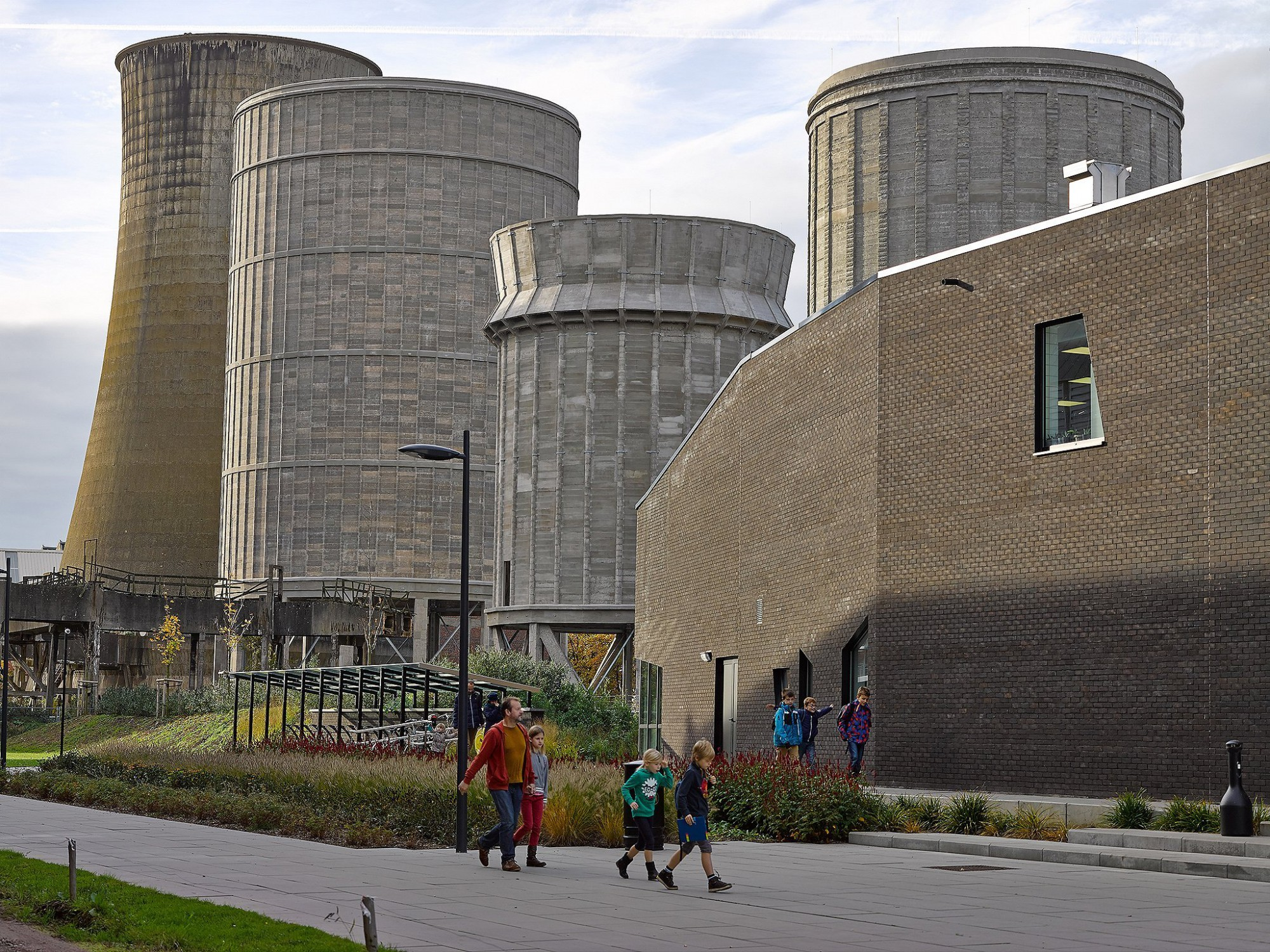 Afbeelding: Architectuur fotografie, renovatie waterkoelers B-Mine te Beringen, voor TVH Democo - Van Roey.