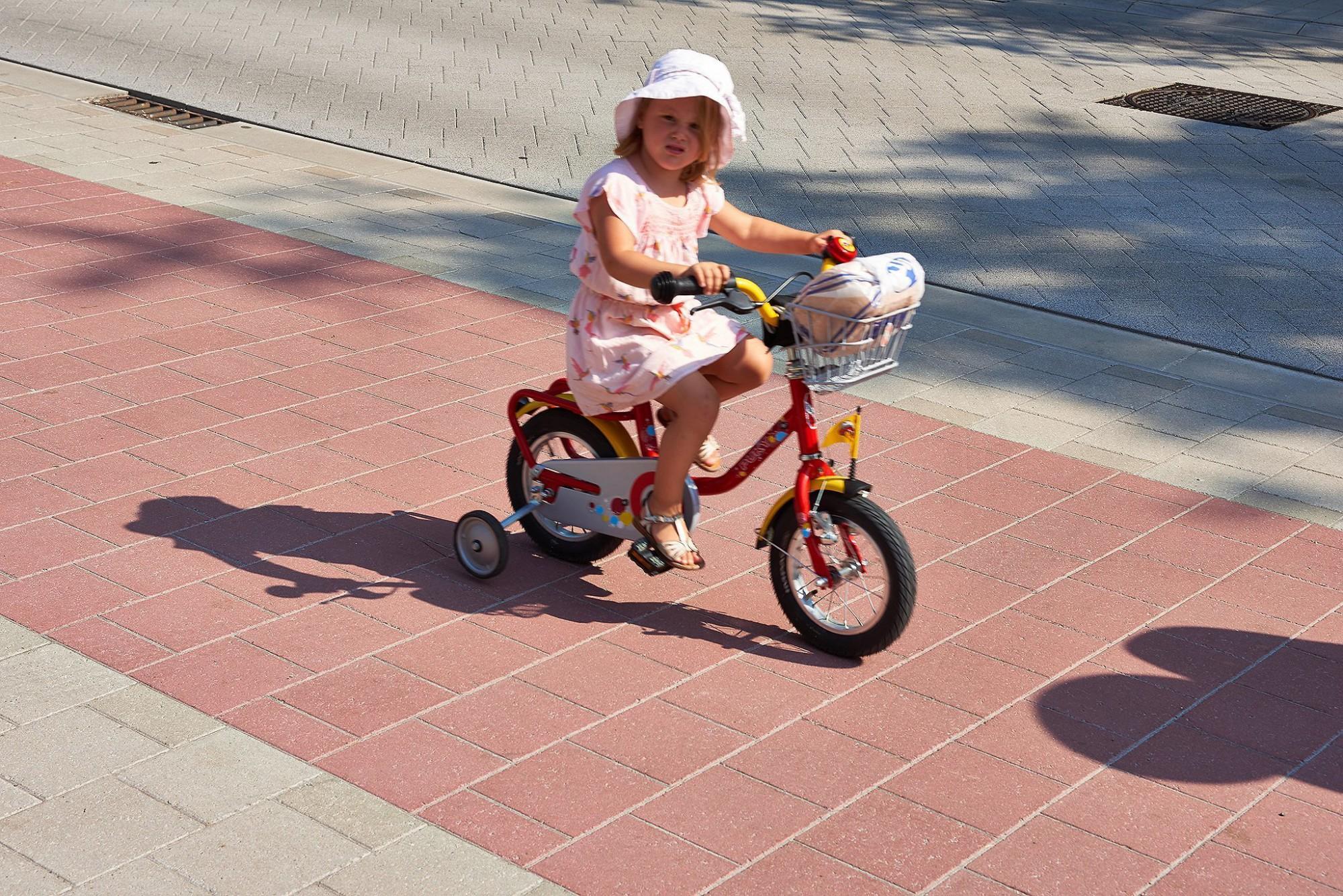 Afbeelding: Infrastructuurwerken, aanleg van fietspaden, wegenbouw. Fotografie van de gebruikte materialen.
