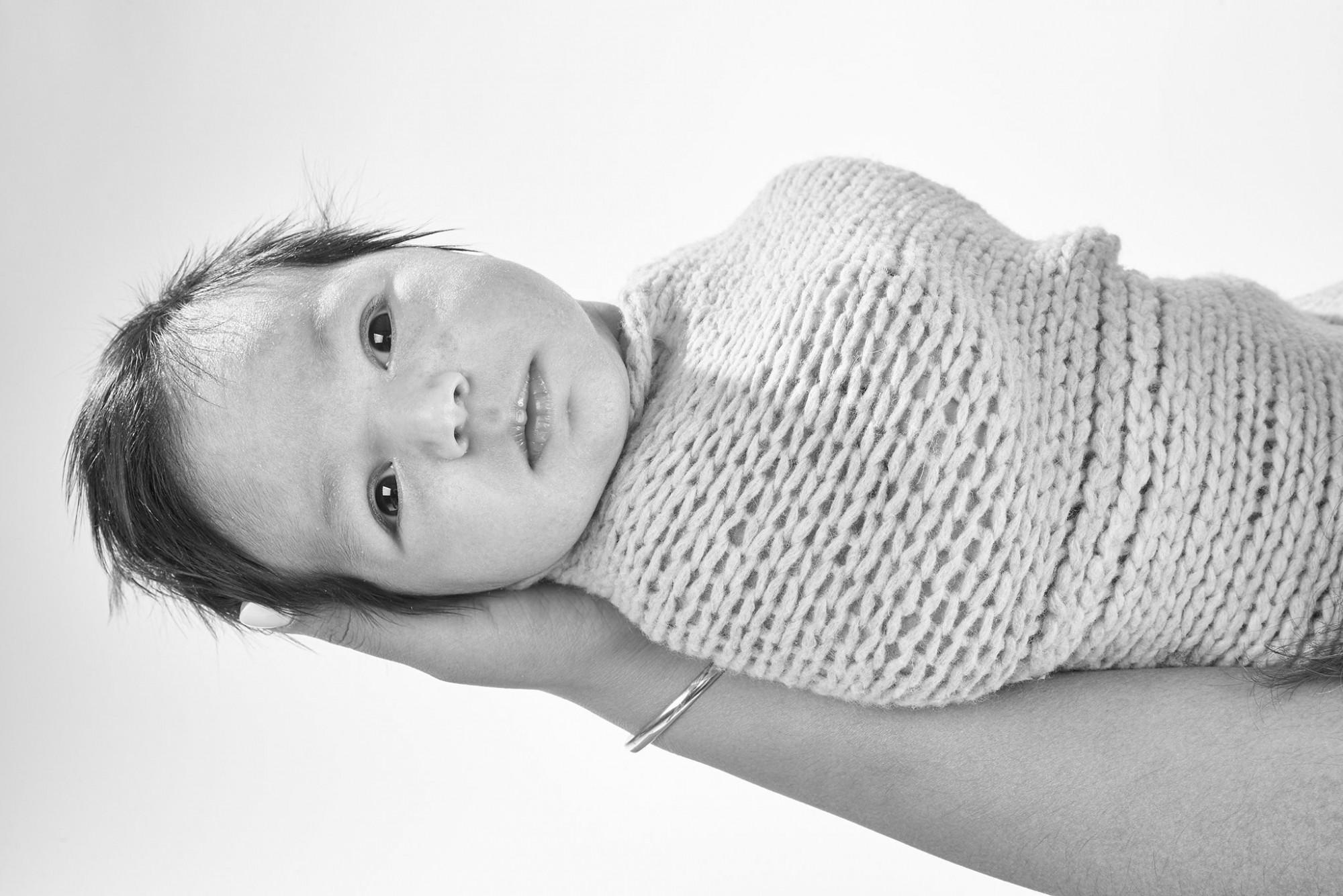 Afbeelding: Babyfotografie studio of locatie met kunstlicht, foto Van Huffel.