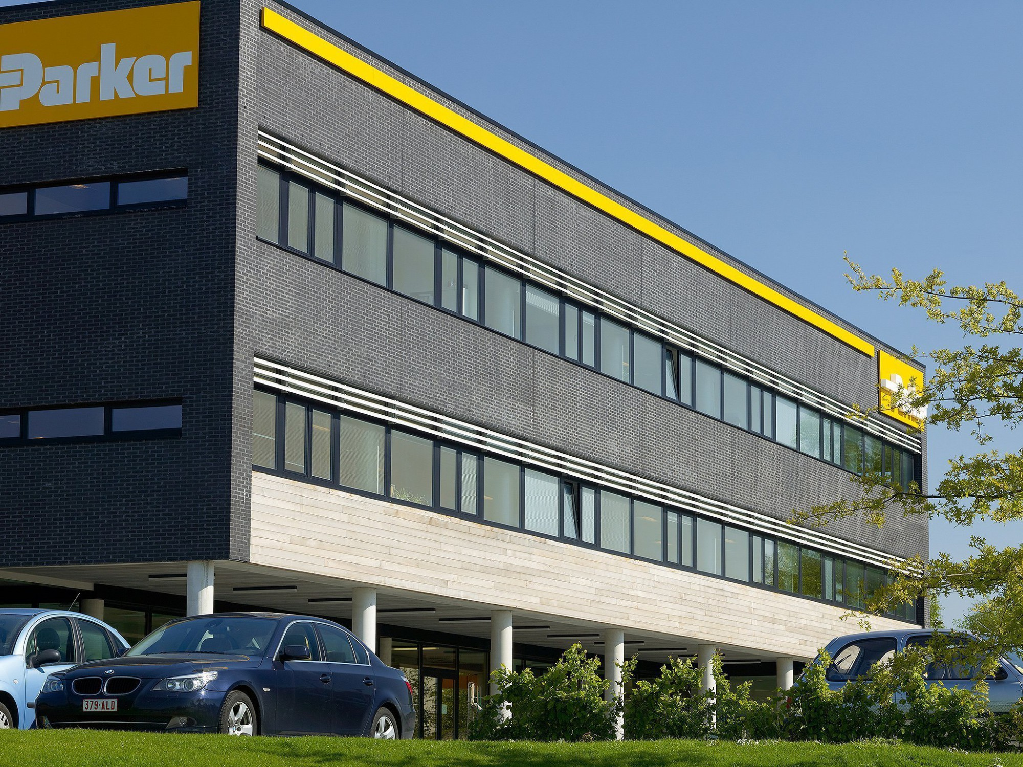 Afbeelding: Architectuur fotografie, industriebouw Parker te Nijvel, voor Noesen Industriebouw.