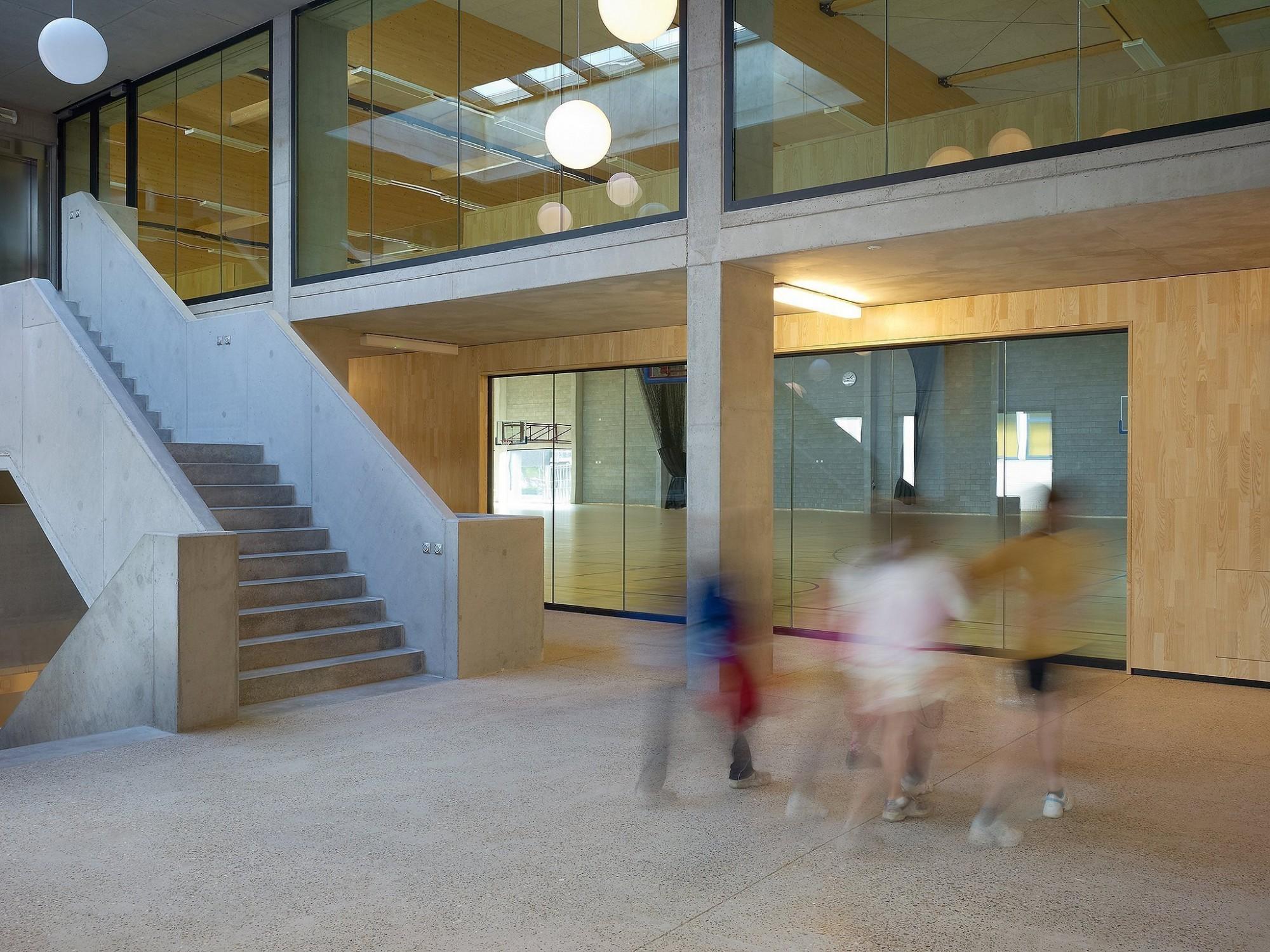 Afbeelding: Interieur fotografie openbare gebouwen, inkomhal sportcomplex Lokeren, voor bouwonderneming Maes.