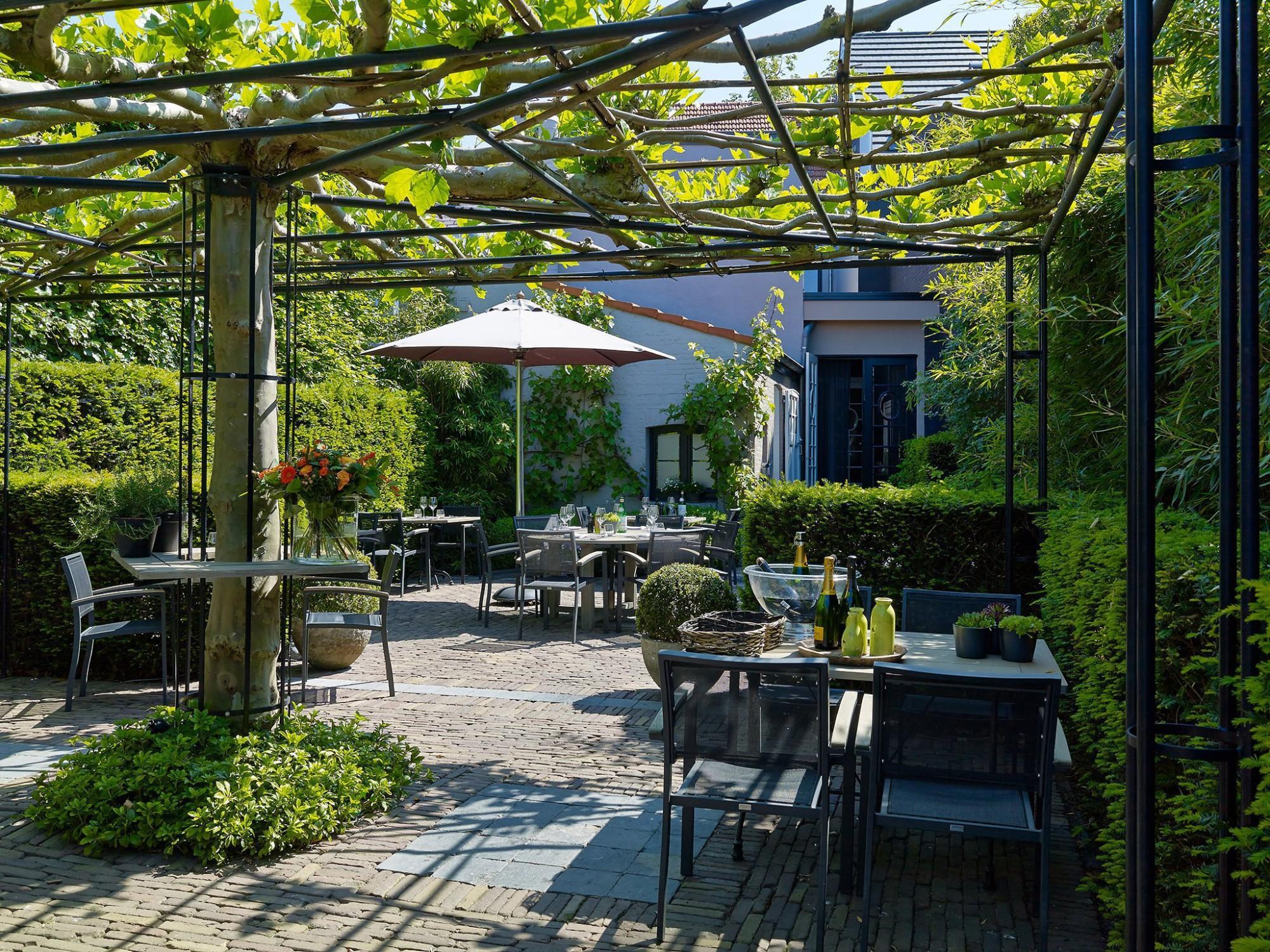 Afbeelding: Fotografie binnentuin Eglantierke Hoogstraten, foto Van Huffel.