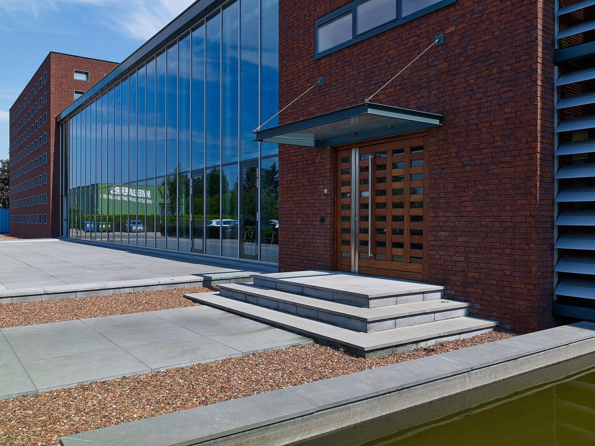 Afbeelding: Product fotografie op locatie, bestratingsmaterialen trappen voor infrastructuur en aanleg, fotografie voor Stone & Style.