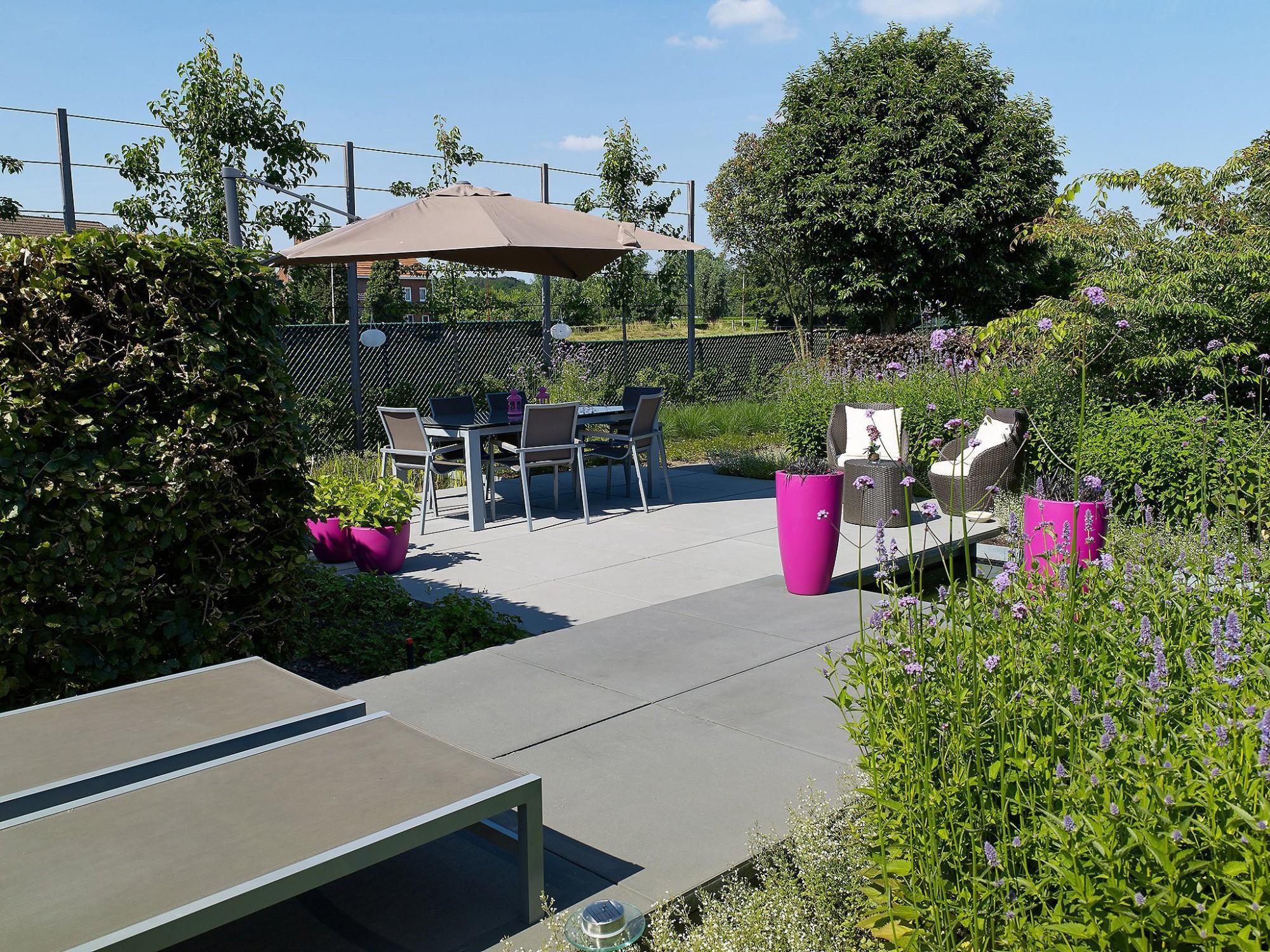 Afbeelding: Fotografie tuin in Ekeren, terrastegels Stone&Style, foto Van Huffel.